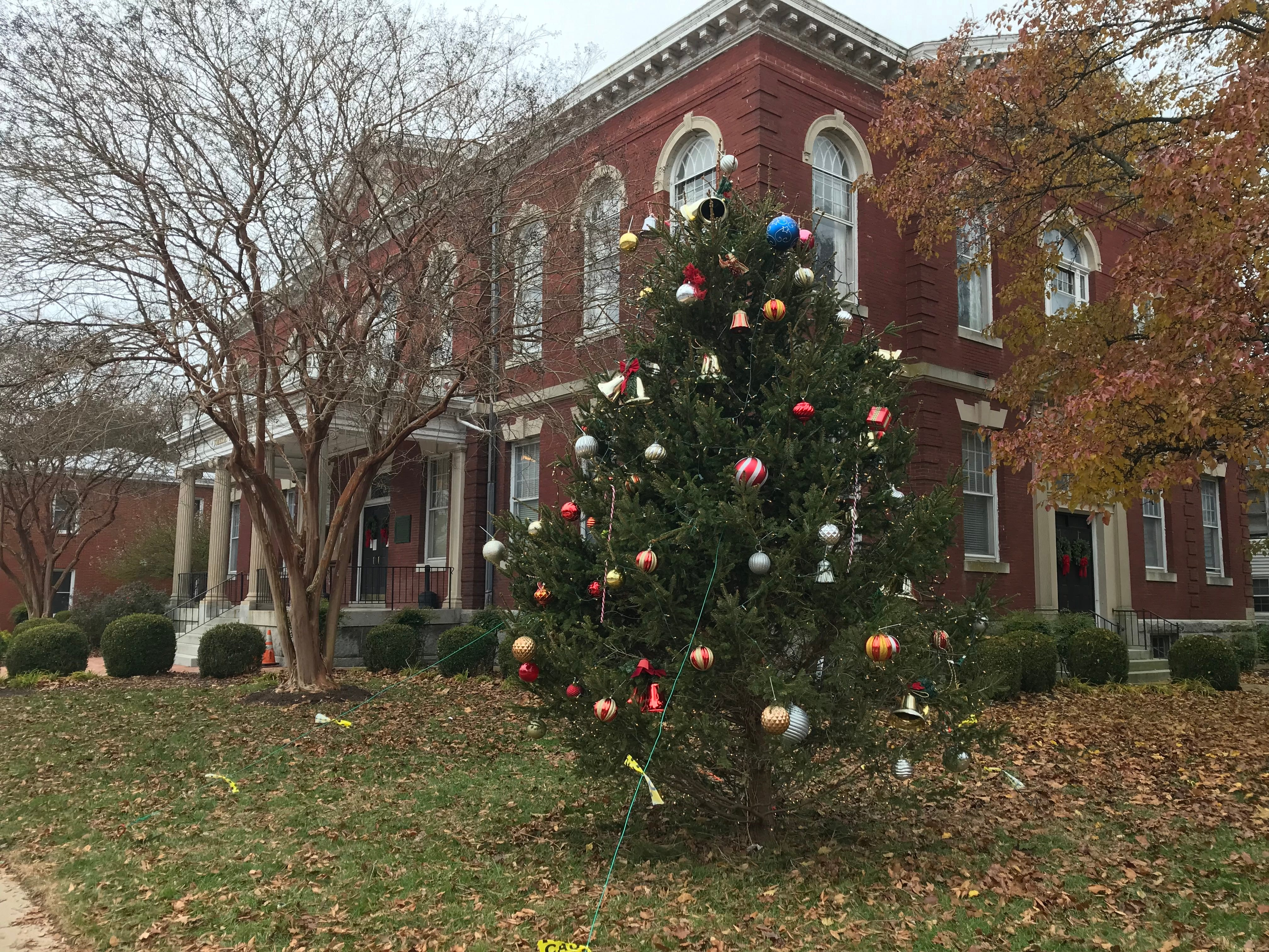 A decorated tree outside the Somerset County Circuit Court.