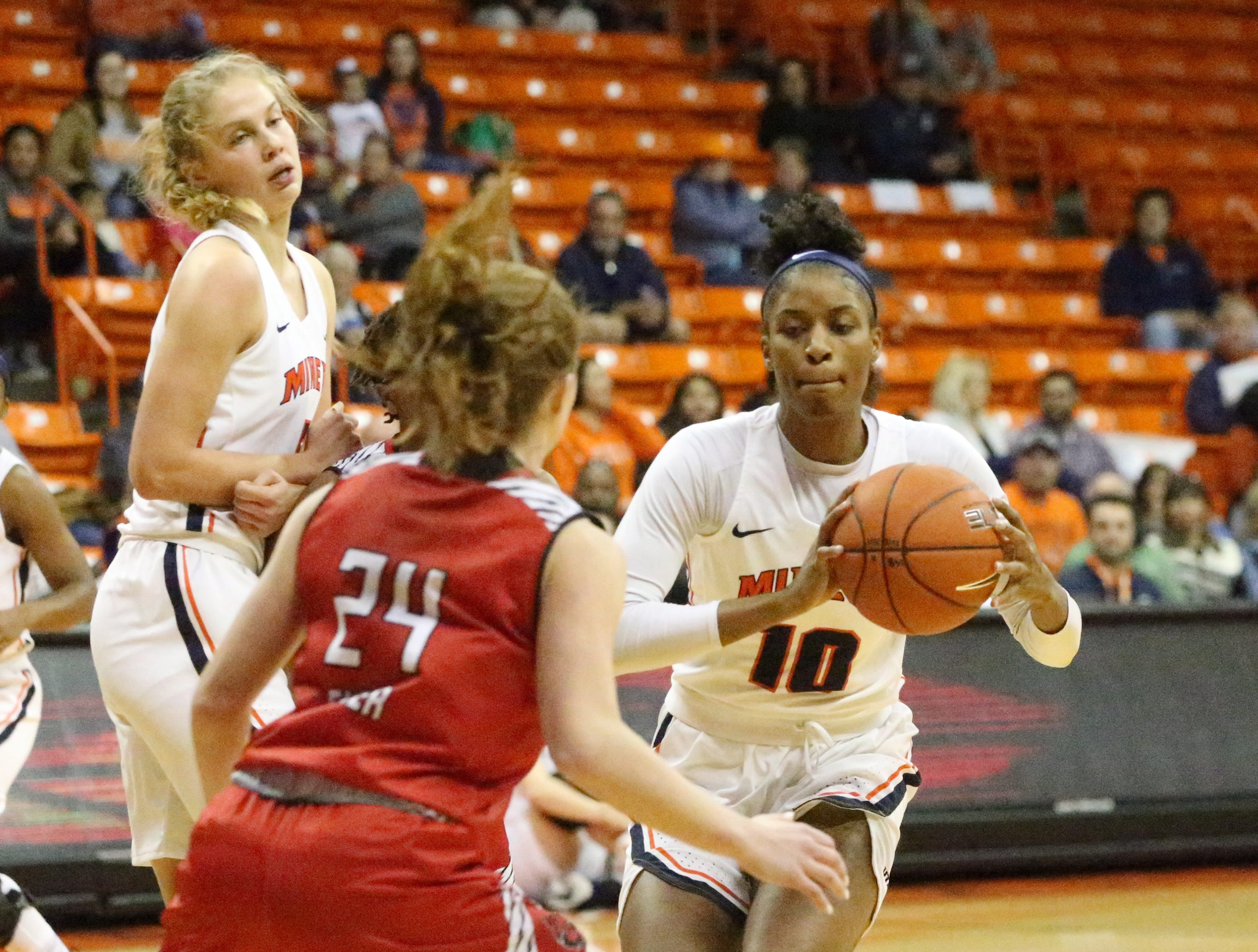 Jade Rochelle, 10, of UTEP passes the ball to a teammate in the Don Haskins Center.