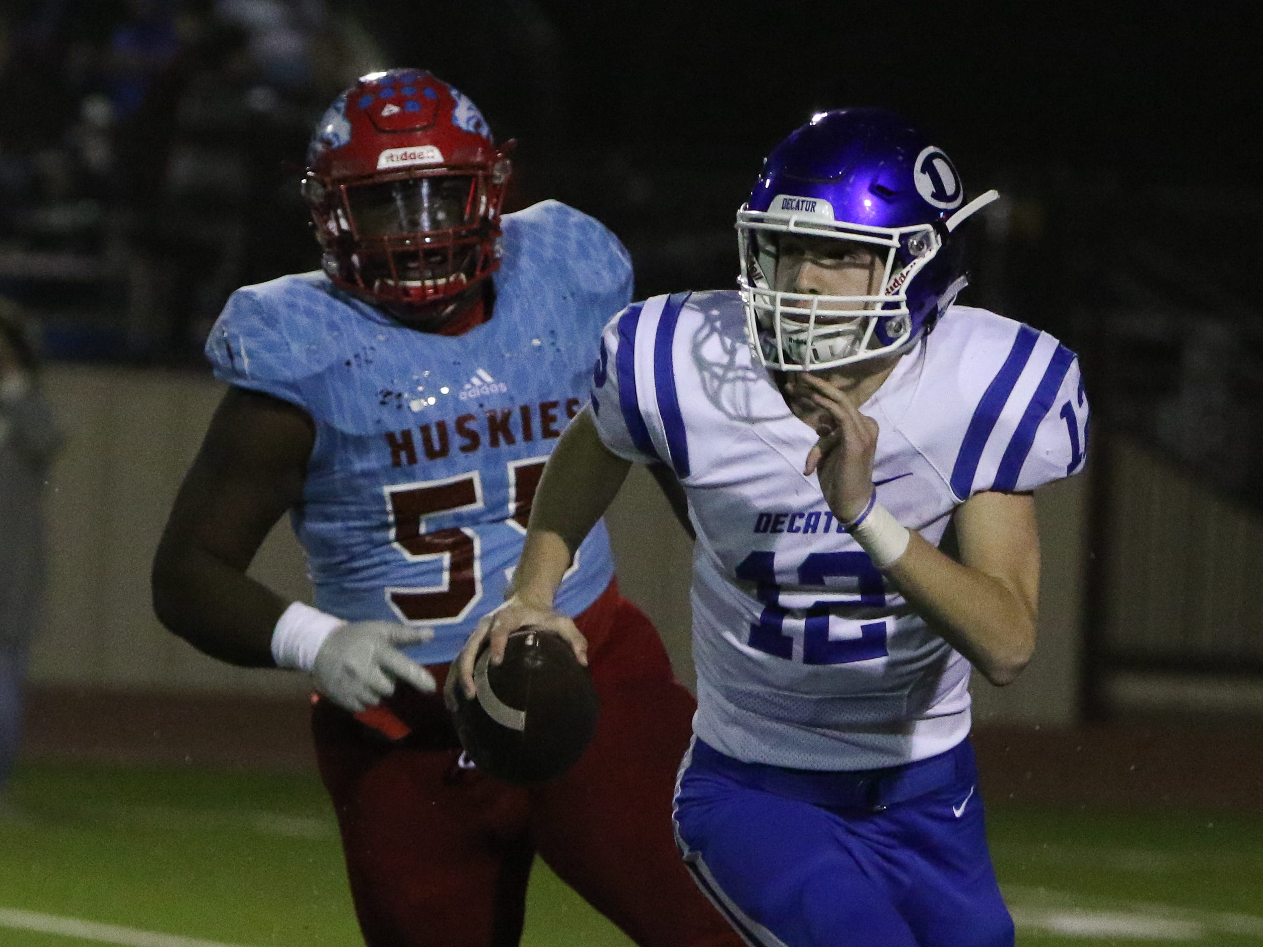 Decatur's Roman Fuller scrambles out of the pocket in the playoff game against Hirschi Friday, Nov. 30, 2018, at Newton Field in Graham.