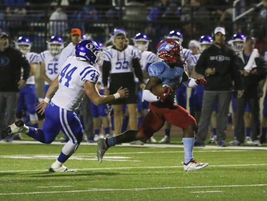 Hirschi's Daimarqua Foster runs for a touchdown in the first quarter against Decatur Friday, Nov. 30, 2018, at Newton Field in Graham.