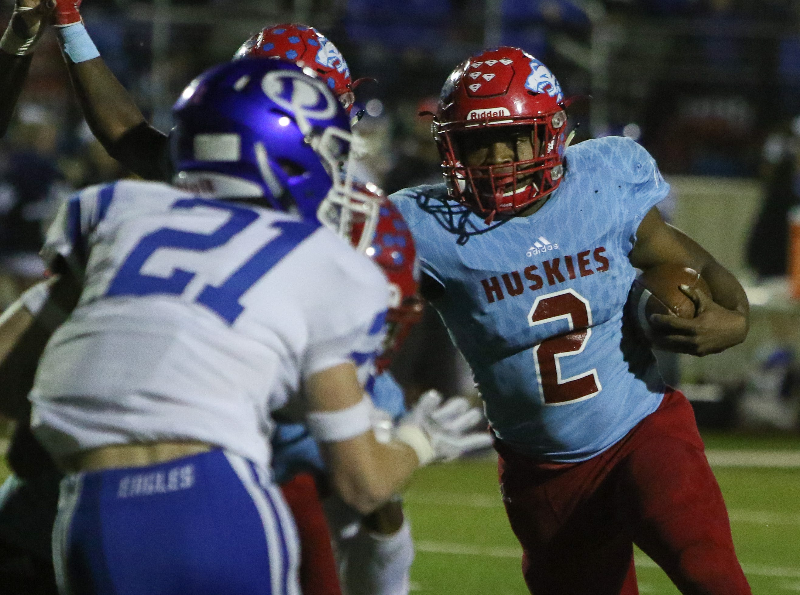 Hirschi's Fred Fleeks runs around the line of scimmage in the playoff game against Decatur Friday, Nov. 30, 2018, at Newton Field in Graham.
