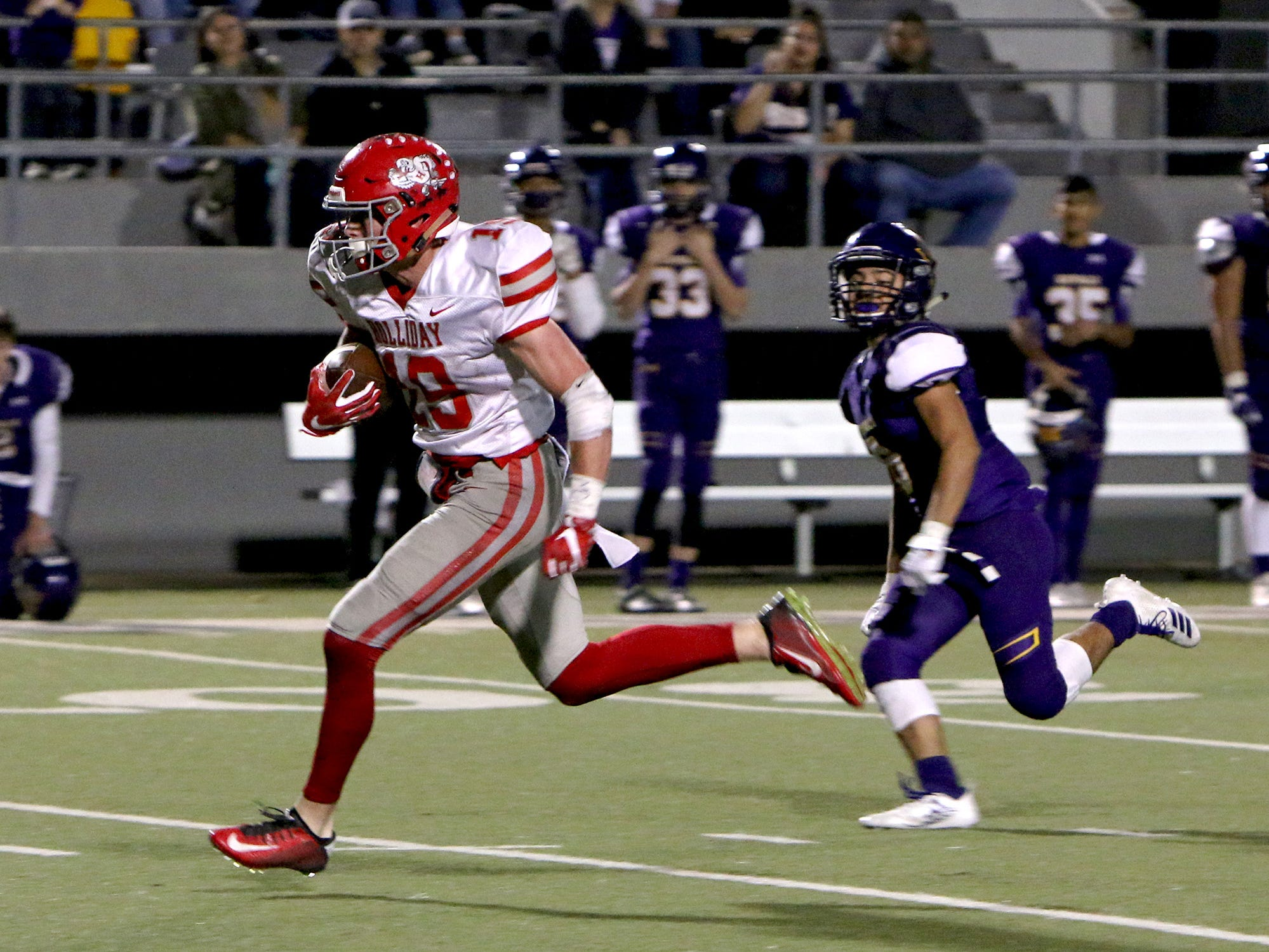 Holliday's Crue Jackson (19) scores a touchdown on a catch against Buffalo in the Region II-3A Div. II regional game Friday, Nov. 30, 2018, at Birdville ISD Athletics Complex in North Richland Hills.