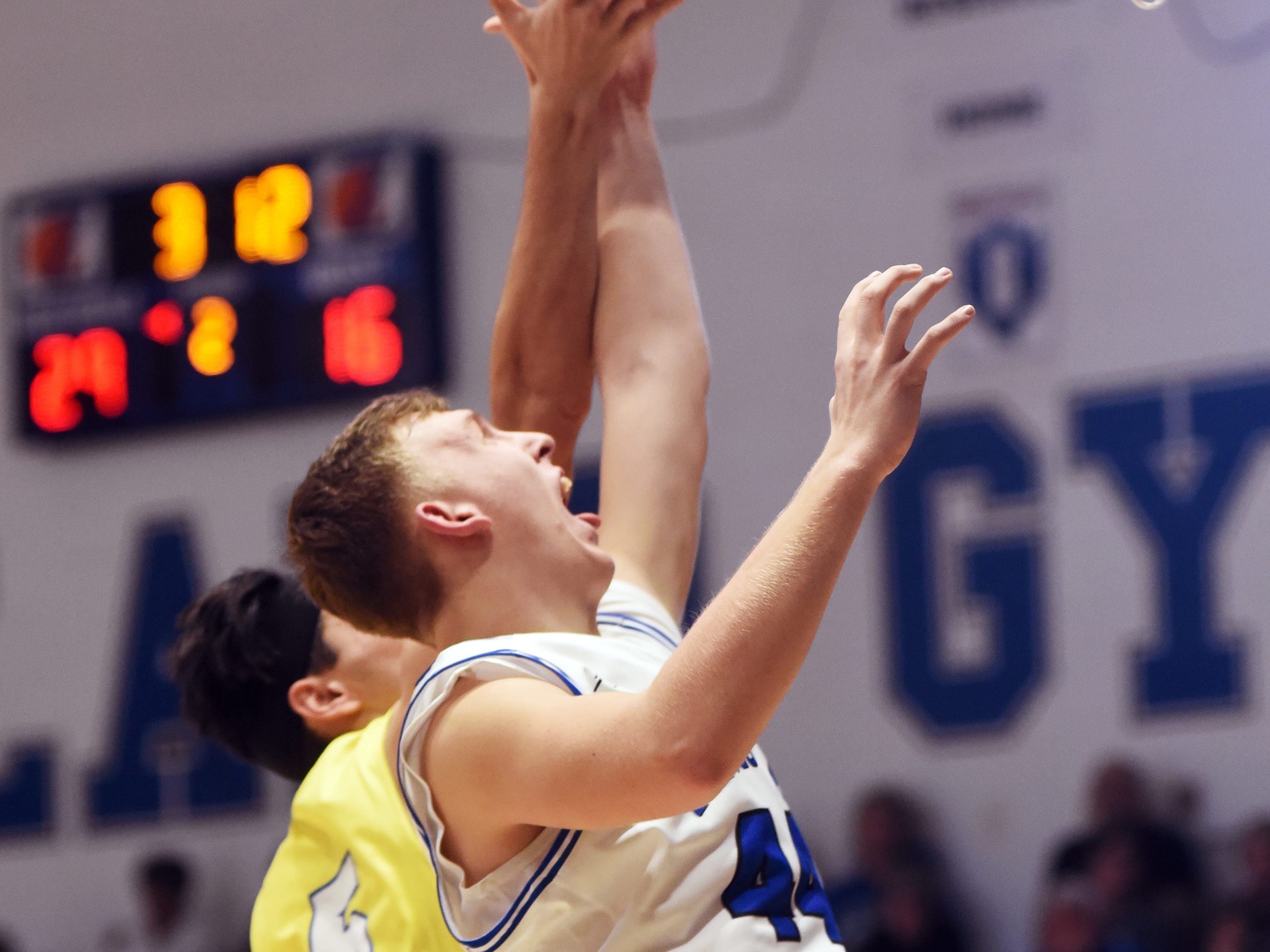 Maysville's Ethan Evancho, left, and Zanesville's Shelton Redman go up for a rebound.