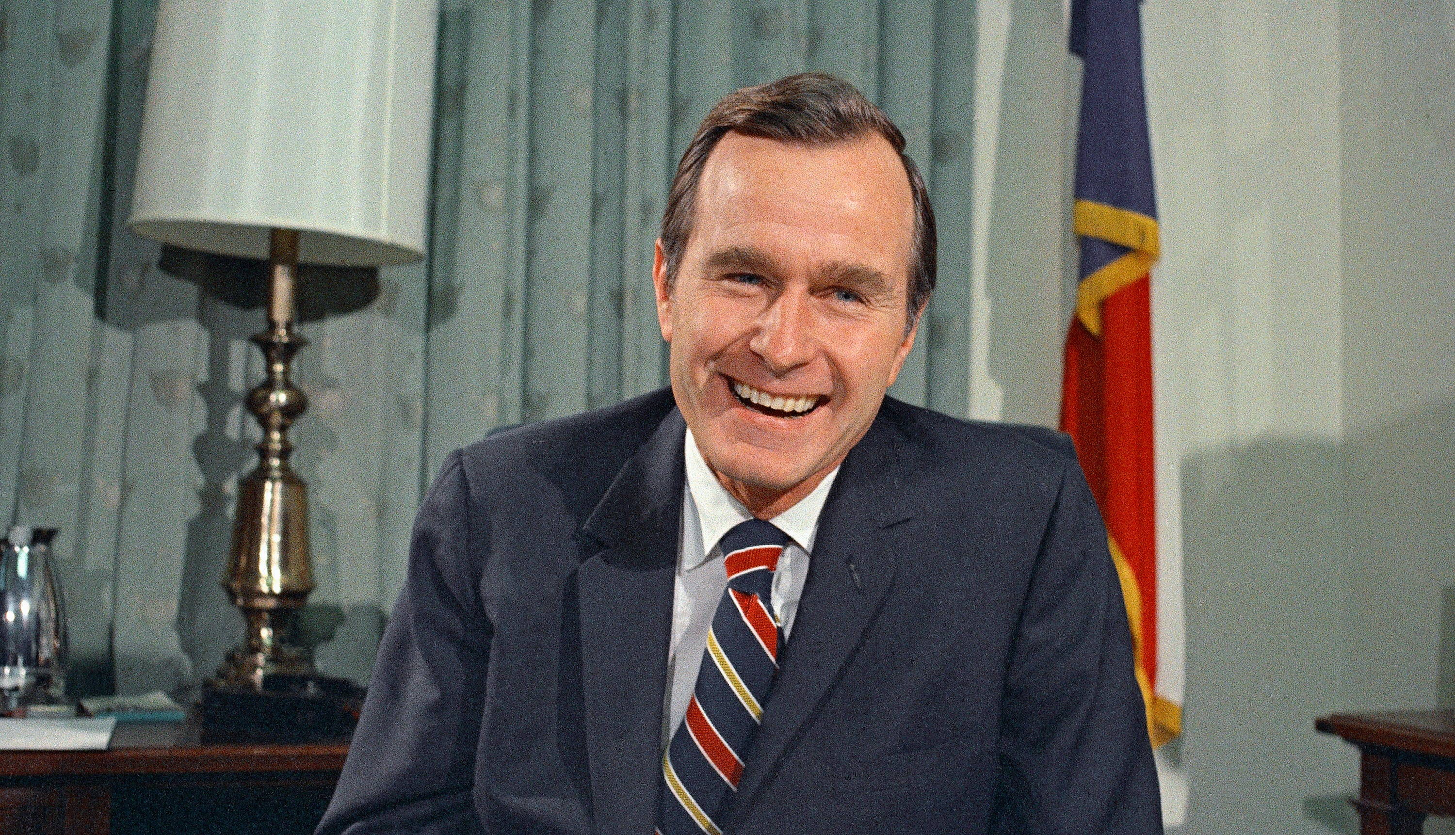 Christmas In April With Help Of Bush >> George H W Bush 41st President Of United States Dead At 94