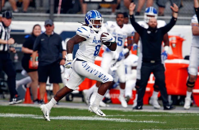 Memphis Tigers running back Darrell Henderson runs for a touchdown in the first quarter against the UCF Knights.