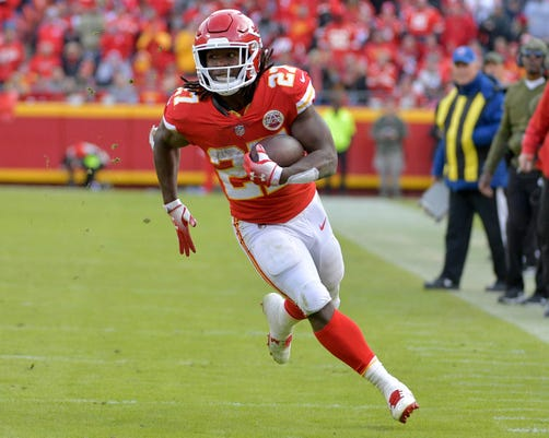 2018-12-1-kareem-hunt-run