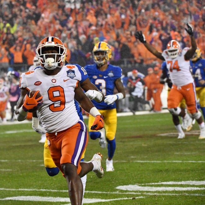 Clemson running back Travis Etienne takes the first offensive play of the game 75 yards for a touchdown.