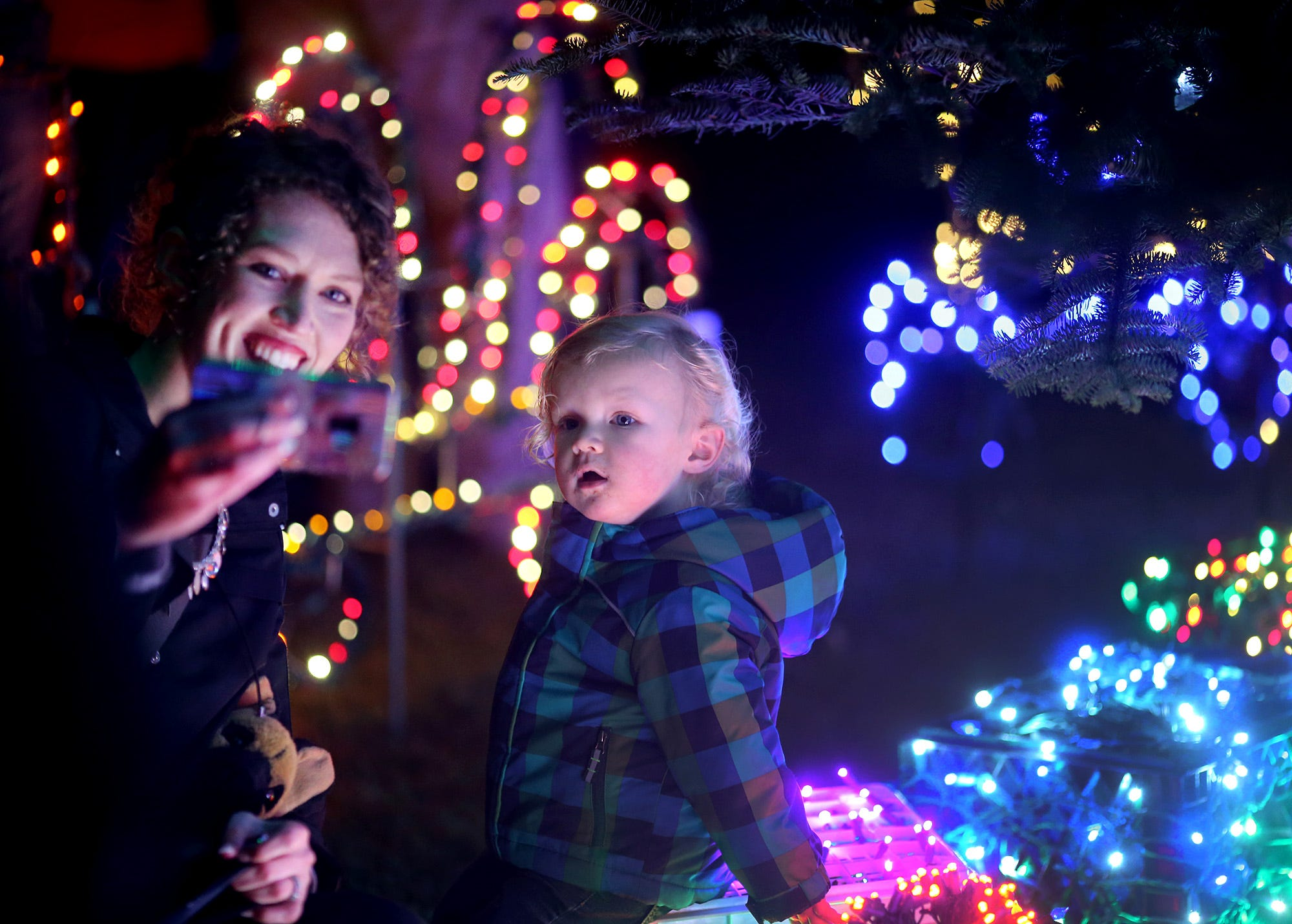 Kingston Cove lighting ceremony makes ready for the holidays