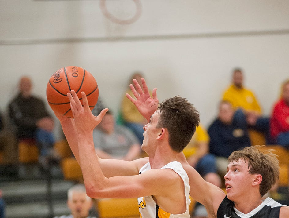 Colonel Crawford's Zye Shipman drives to the basket.