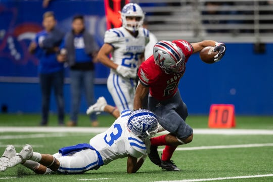 Veterans Memorial fall to Mission Veterans Memorial 62-55 in the Class 5A Division I regional semifinal round at the Alamodome in San Antonio on Saturday, Dec. 1, 2018.