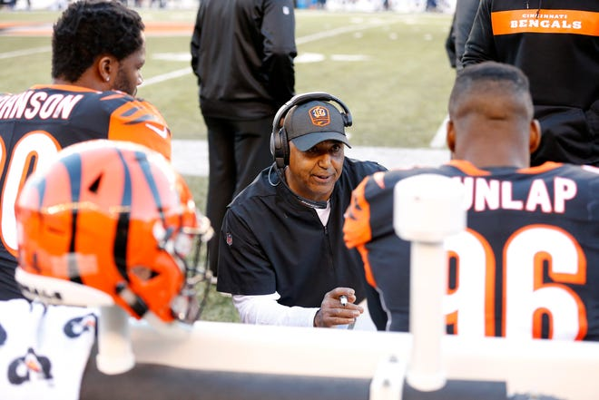 Cincinnati Bengals head coach Marvin Lewis draws up a plan with his defense in the fourth quarter of the NFL Week 13 game between the Cincinnati Bengals and the Denver Broncos at Paul Brown Stadium in downtown Cincinnati on Sunday, Dec. 2, 2018. The Bengals fell to 5-7 on the season with a 24-10 loss to Denver.