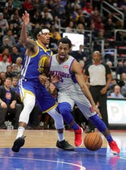 Ish Smith drives against Warriors guard Damion Lee on Dec. 1 at Little Caesars Arena.