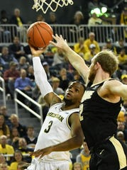 Michigan guard Zavier Simpson's (3) running hook shot has been a difficult move for opponents to stop.