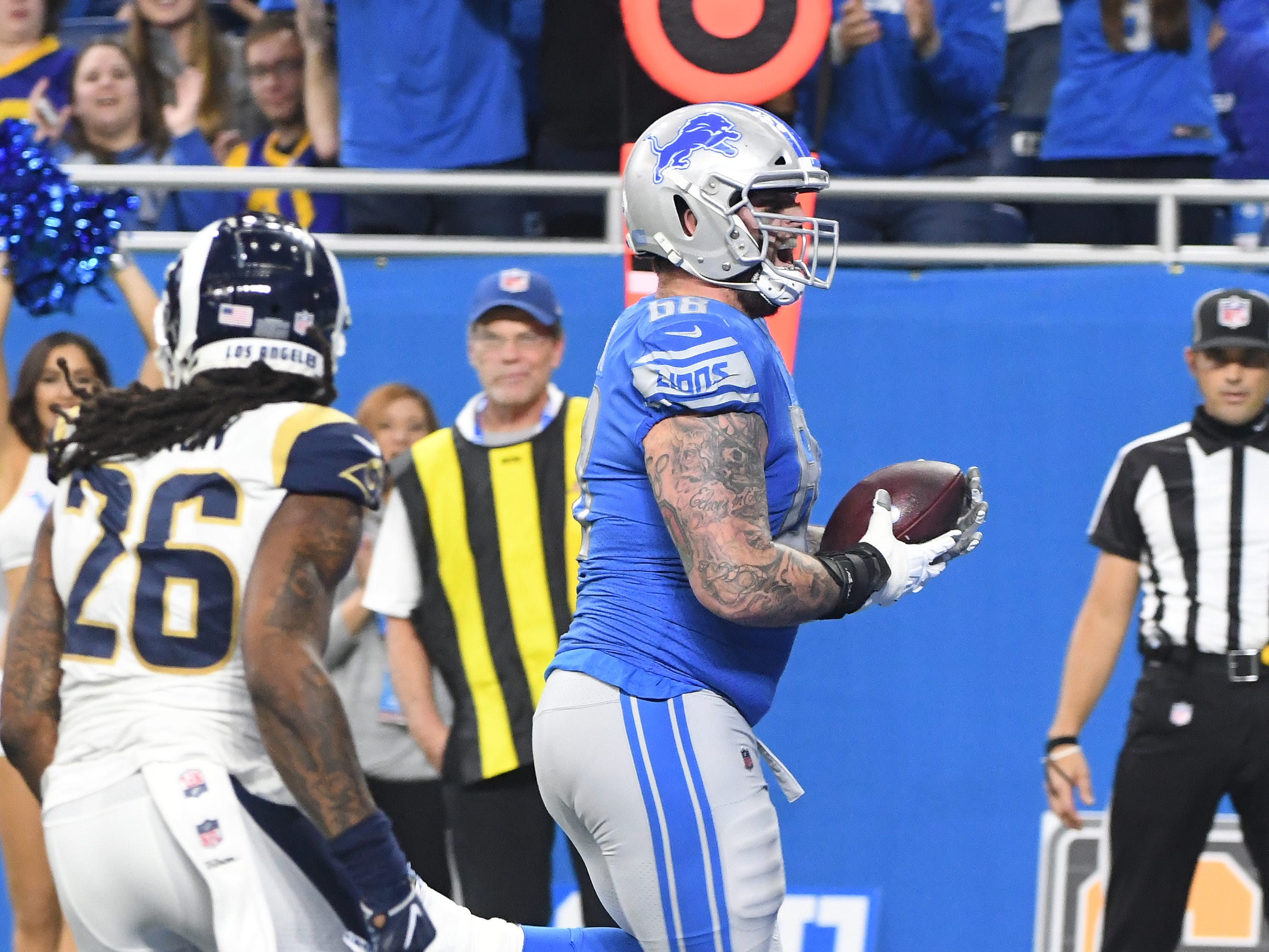 Lions tackle Taylor Decker runs into the end zone for a touchdown in the third quarter.