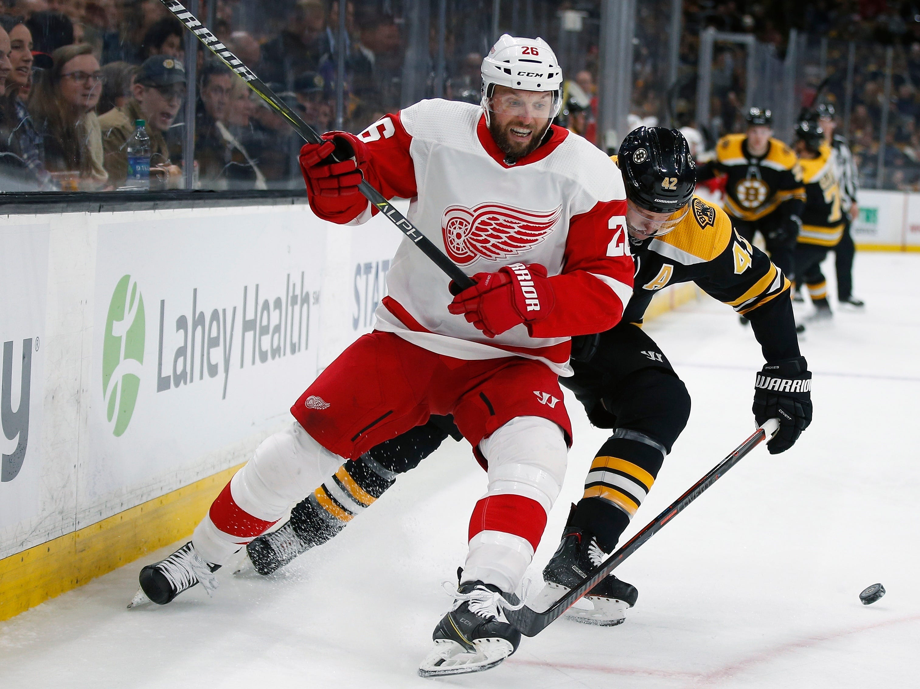 Detroit Red Wings' Thomas Vanek (26) and Boston Bruins' David Backes (42) battle for the puck during the second period.