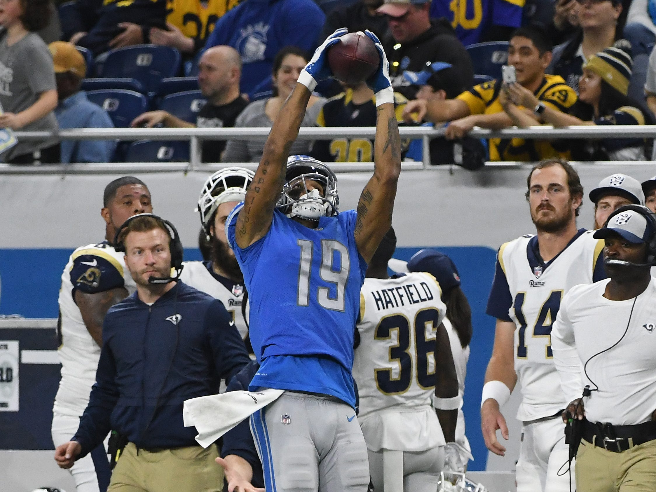 Lions' Kenny Golladay pulls in a reception along the sidelines but is ruled he stepped out of bounds in the fourth quarter.