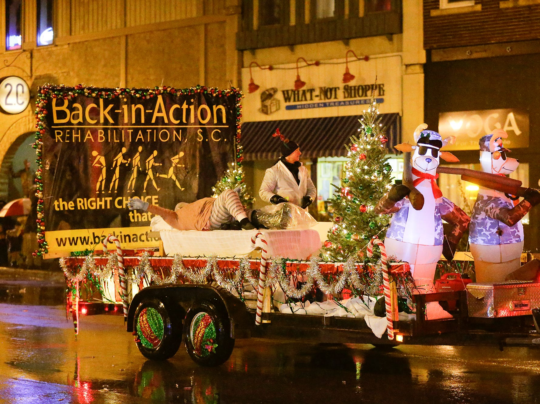 The downtown Fond du Lac Christmas parade took place Saturday, December 1, 2018 in the pouring rain. Doug Raflik/USA TODAY NETWORK-Wisconsin