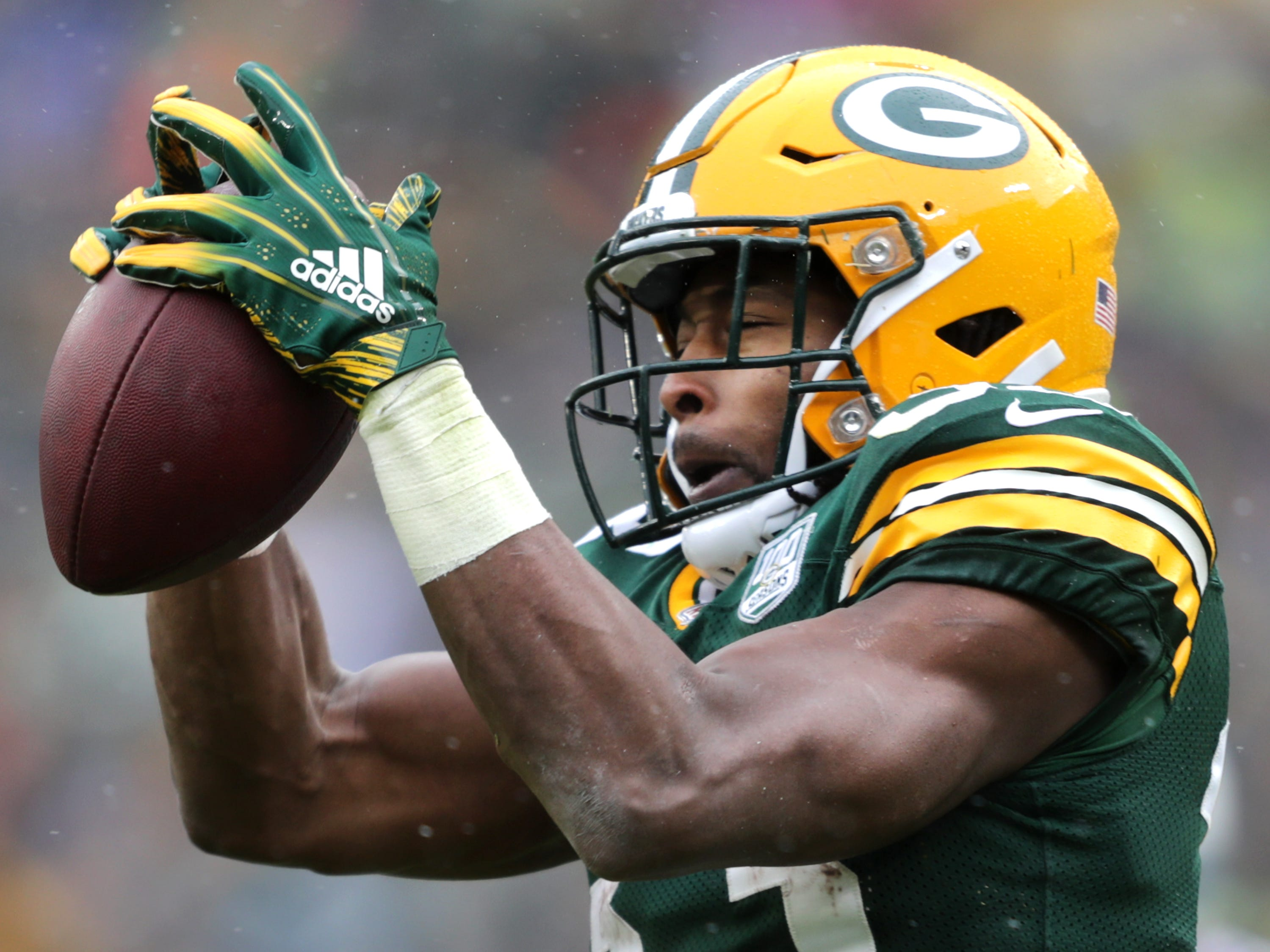 Green Bay Packers running back Aaron Jones catches a pass in the first quarter against the Arizona Cardinals during their football game on Sunday, December 2, 2018, at Lambeau Field in Green Bay, Wis. Wm. Glasheen/USA TODAY NETWORK-Wisconsin.