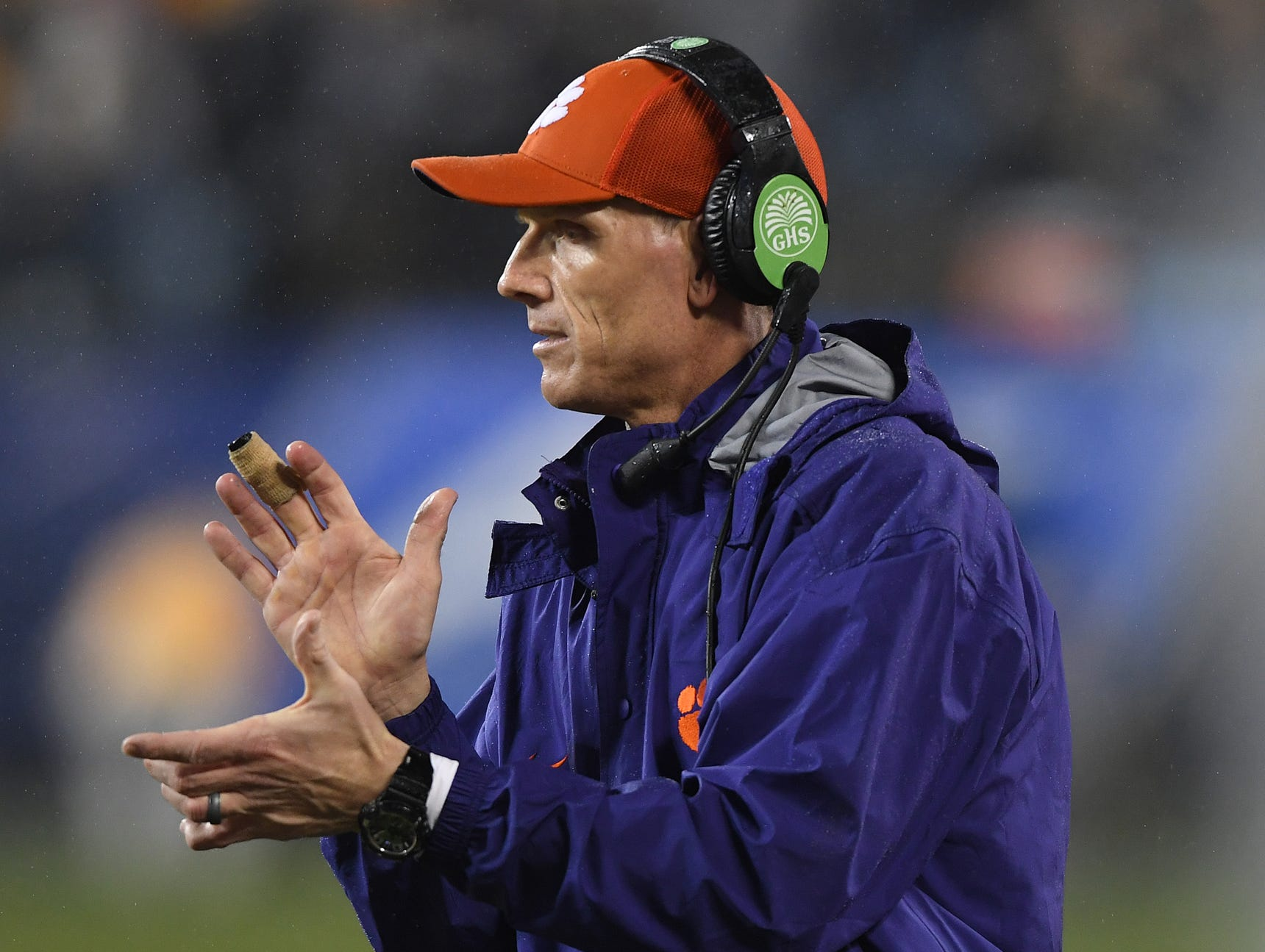 Clemson defensive coordinator Brent Venables coaches against Pittsburgh during the 1st quarter of the Dr. Pepper ACC Championship at Bank of America Stadium in Charlotte, N.C. Saturday, December 1, 2018.