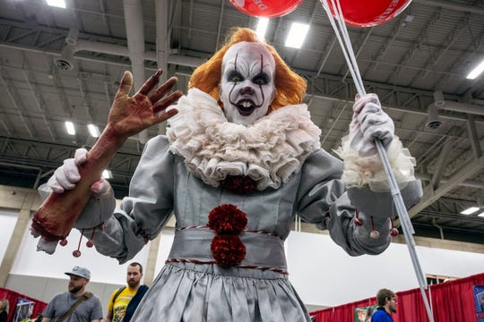 A very detailed Pennywise terrorized the clown-haters at Louisville SuperCon on Saturday. 12/1/18
