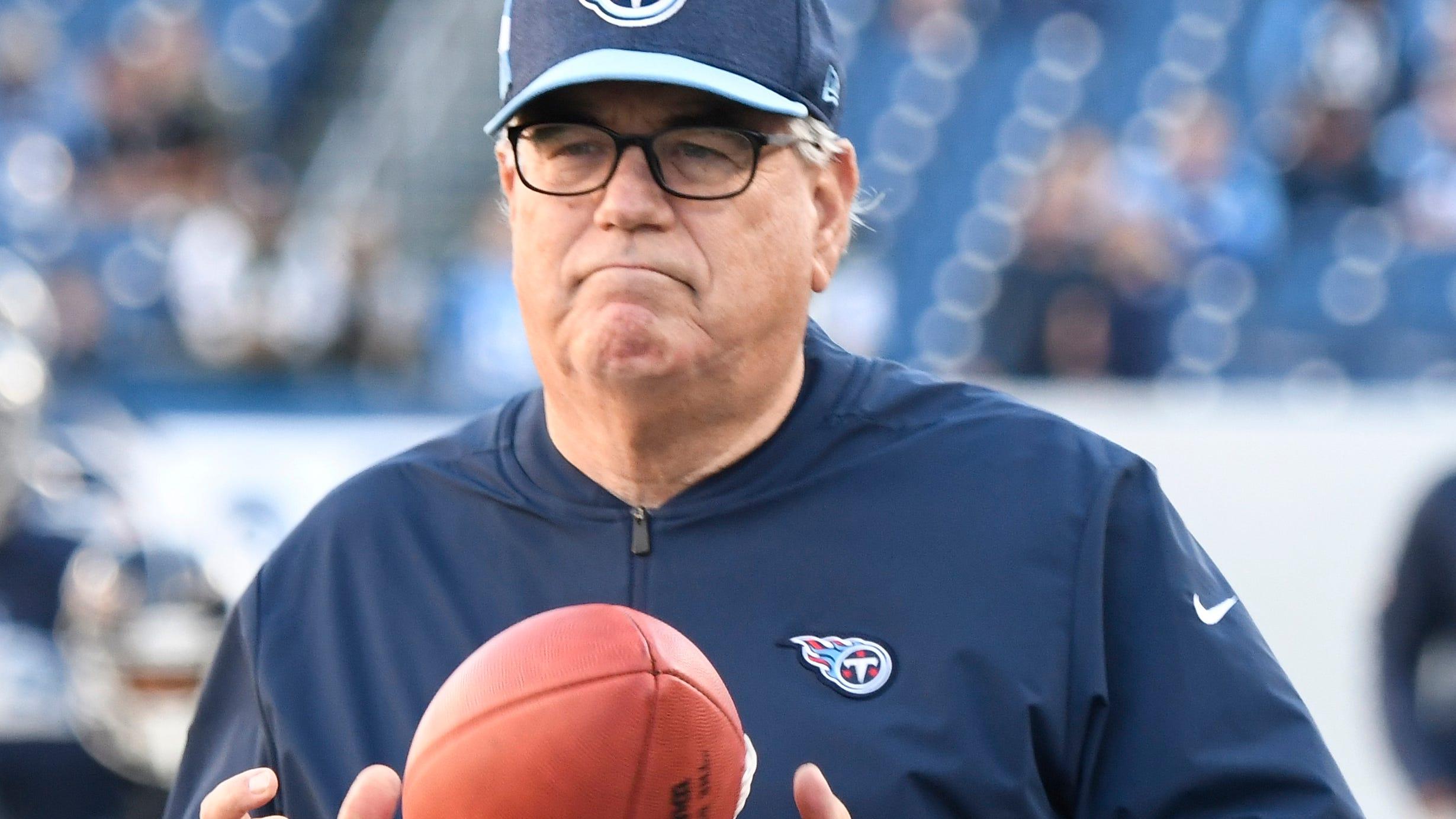 Titans defensive coordinator Dean Pees watches...