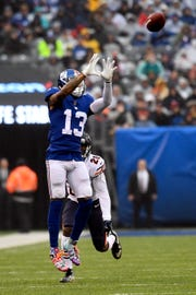 New York Giants wide receiver Odell Beckham Jr. (13) makes a catch with pressure from Chicago Bears cornerback Prince Amukamara (20) in the first half. The New York Giants face the Chicago Bears on Sunday, Dec. 2, 2018, in East Rutherford.