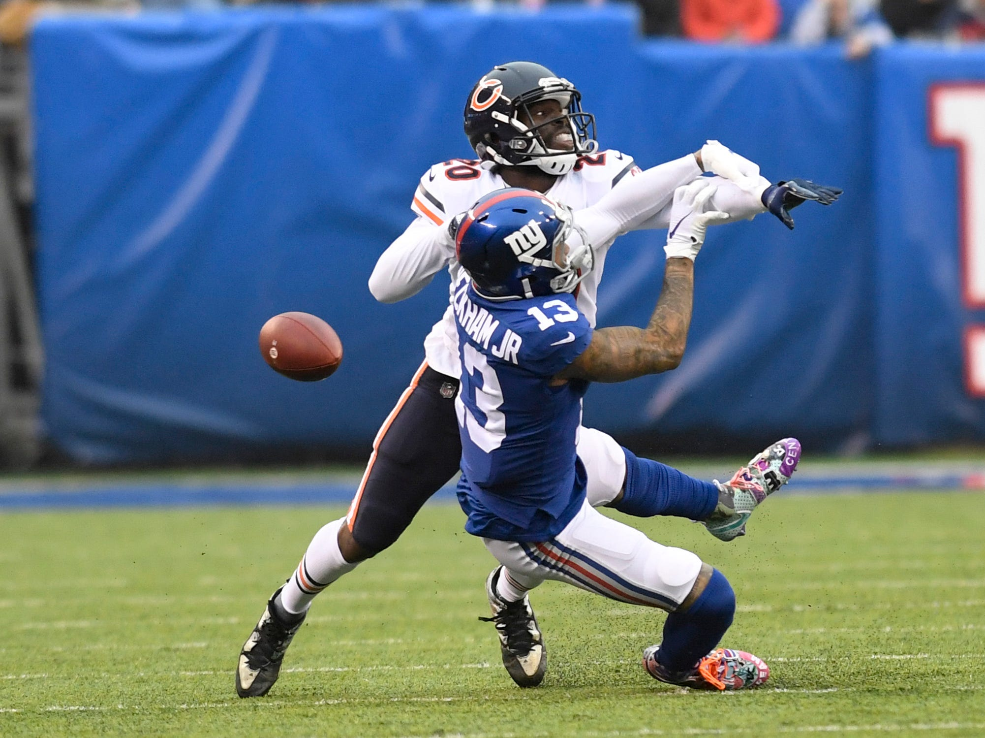 New York Giants wide receiver Odell Beckham Jr. (13) cannot complete the catch with coverage by Chicago Bears cornerback Prince Amukamara (20) in the first half. The New York Giants face the Chicago Bears on Sunday, Dec. 2, 2018, in East Rutherford.