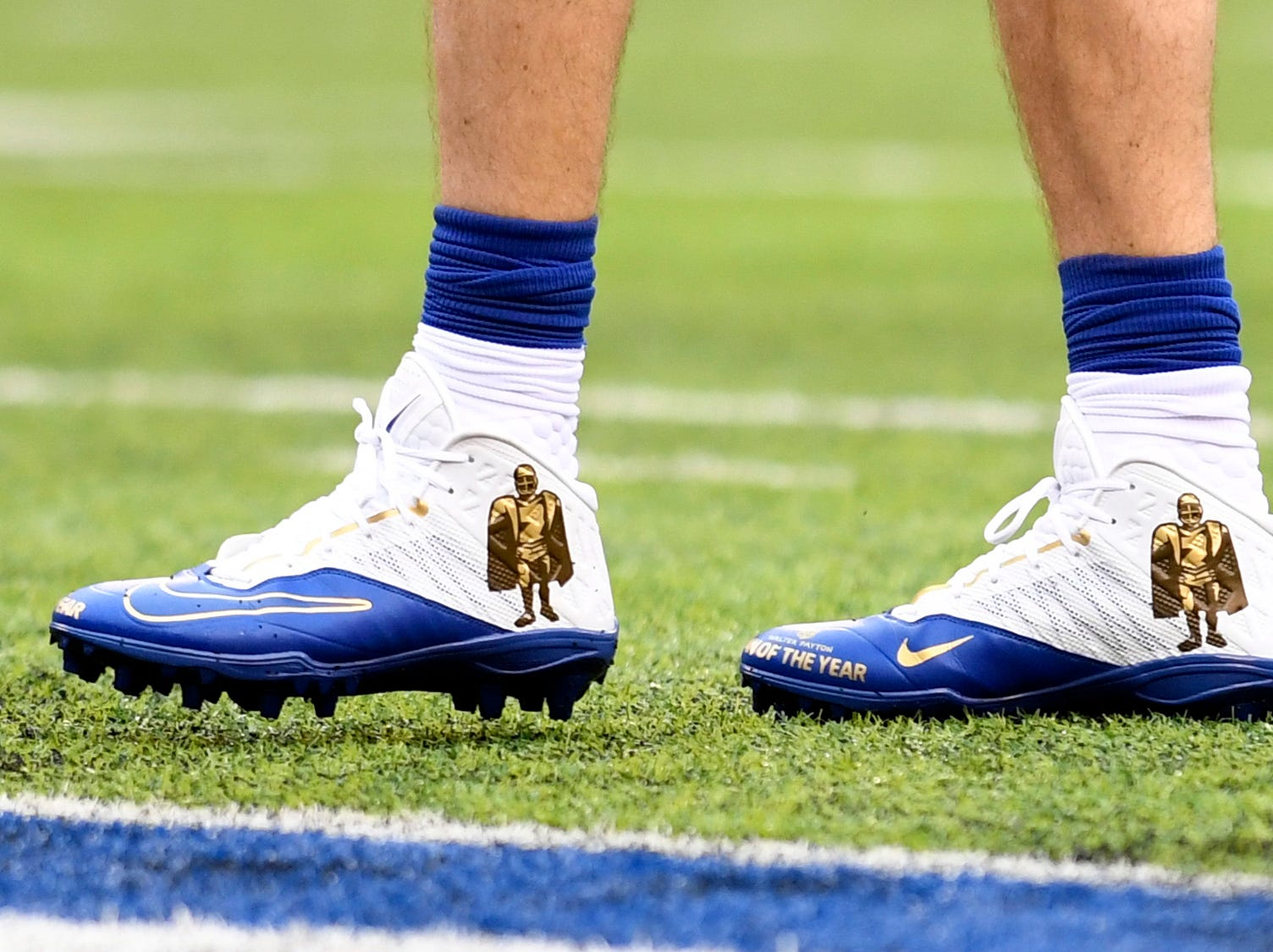 New York Giants quarterback Eli Manning wears Walter Payton Man of the Year cleats during warmups. The Giants face the Chicago Bears on Sunday, Dec. 2, 2018, in East Rutherford.