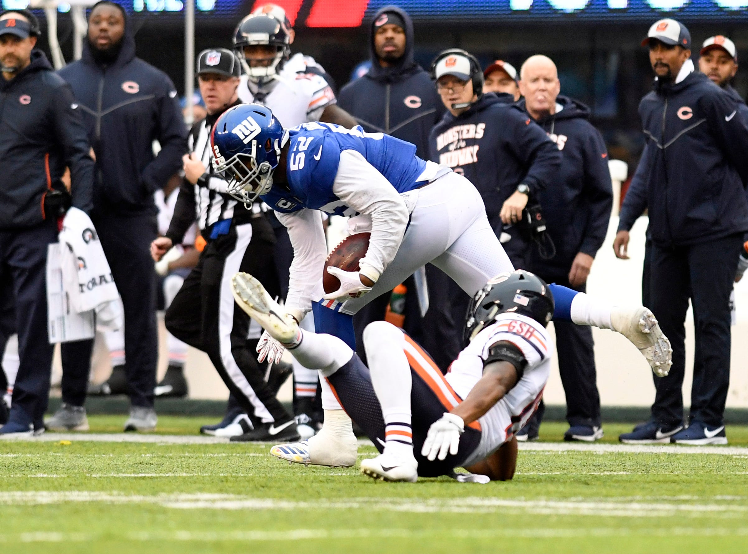 New York Giants linebacker Alec Ogletree (52) has his second interception in the first half. The New York Giants face the Chicago Bears on Sunday, Dec. 2, 2018, in East Rutherford.