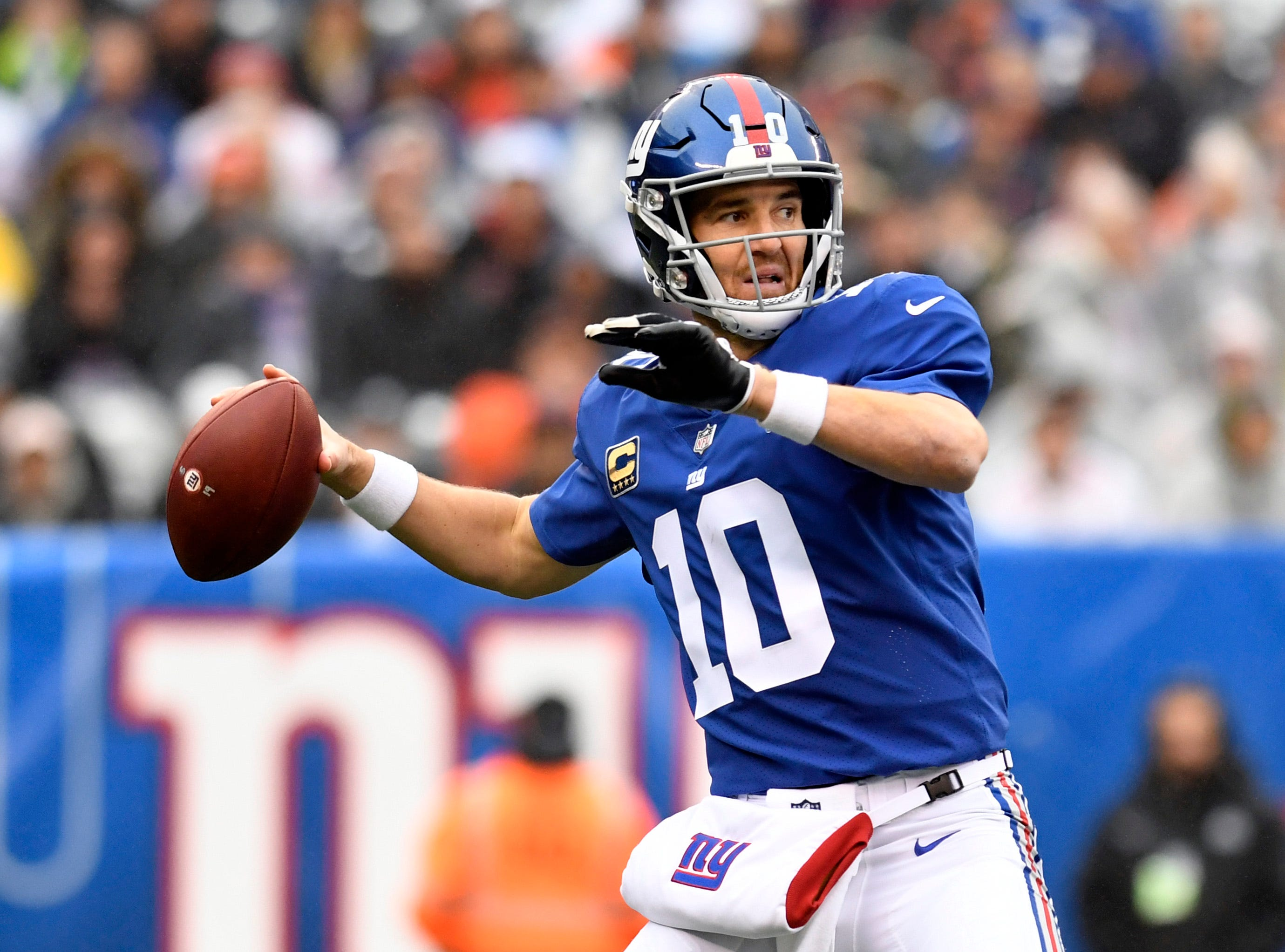 New York Giants quarterback Eli Manning (10) throws against the Chicago Bears in the first half on Sunday, Dec. 2, 2018, in East Rutherford.