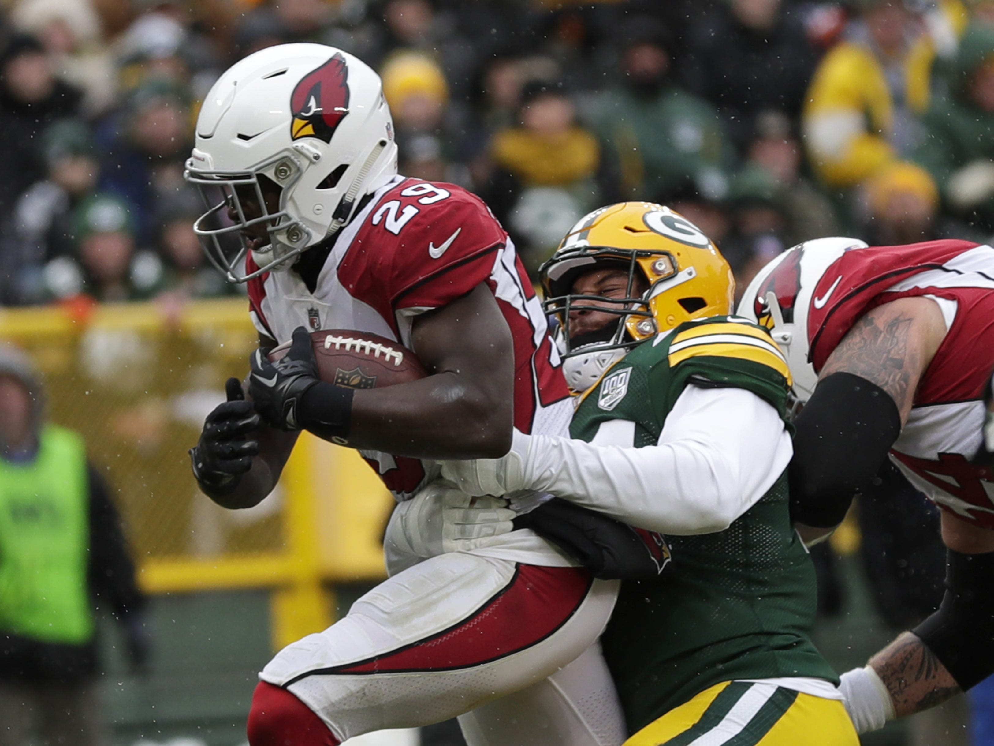 Arizona Cardinals running back Chase Edmonds (29) scores a touchdown against Green Bay Packers inside linebacker Antonio Morrison (44) in the second quarter Sunday, December 2, 2018, at Lambeau Field in Green Bay, Wis.  Dan Powers/USA TODAY NETWORK-Wisconsin