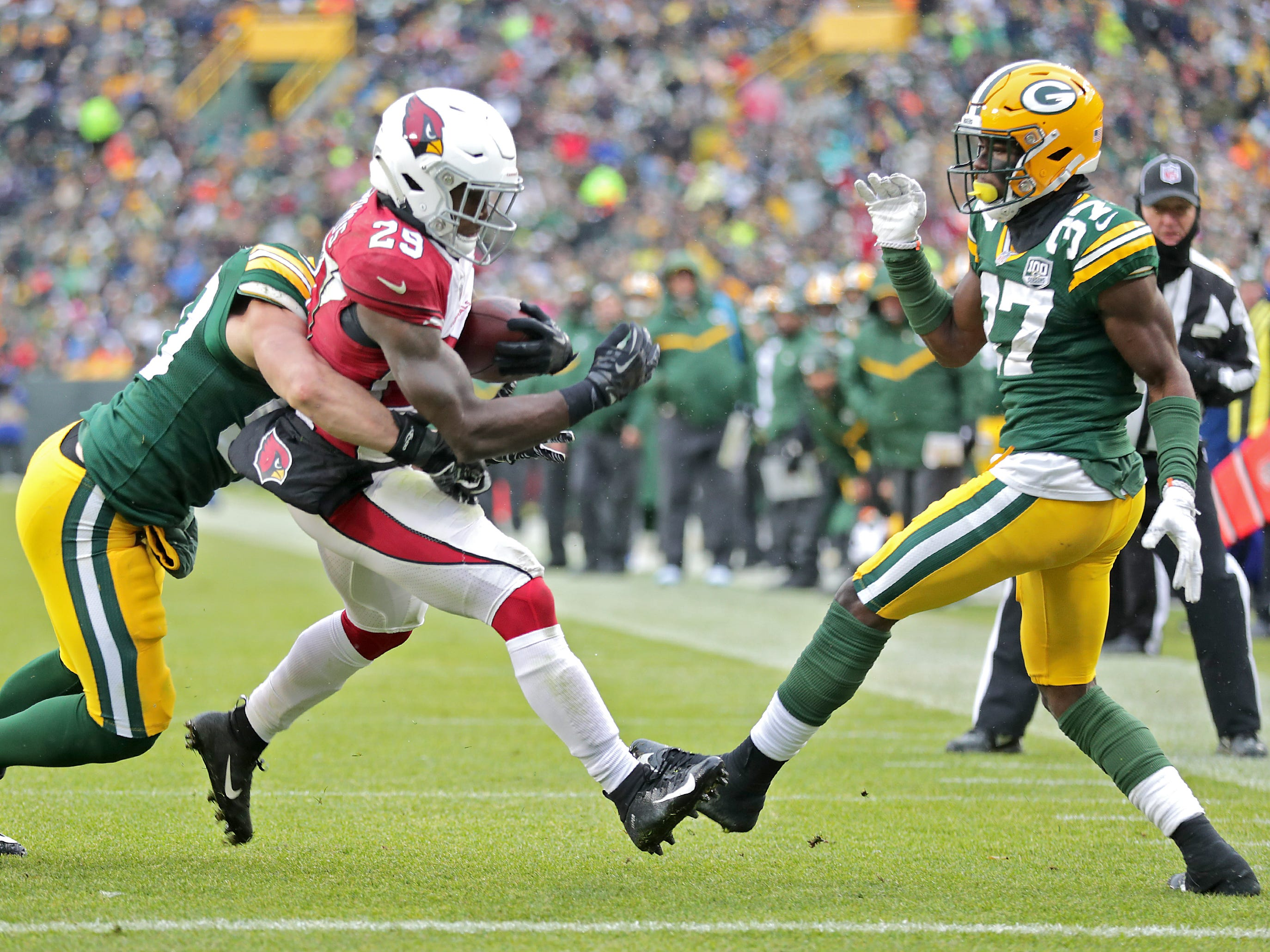 Arizona Cardinals running back Chase Edmonds crosses the goal line in the third quarter against the defense of Green Bay Packers inside linebacker Blake Martinez and cornerback Josh Jackson during their football game on Sunday, December 2, 2018, at Lambeau Field in Green Bay, Wis. Wm. Glasheen/USA TODAY NETWORK-Wisconsin.