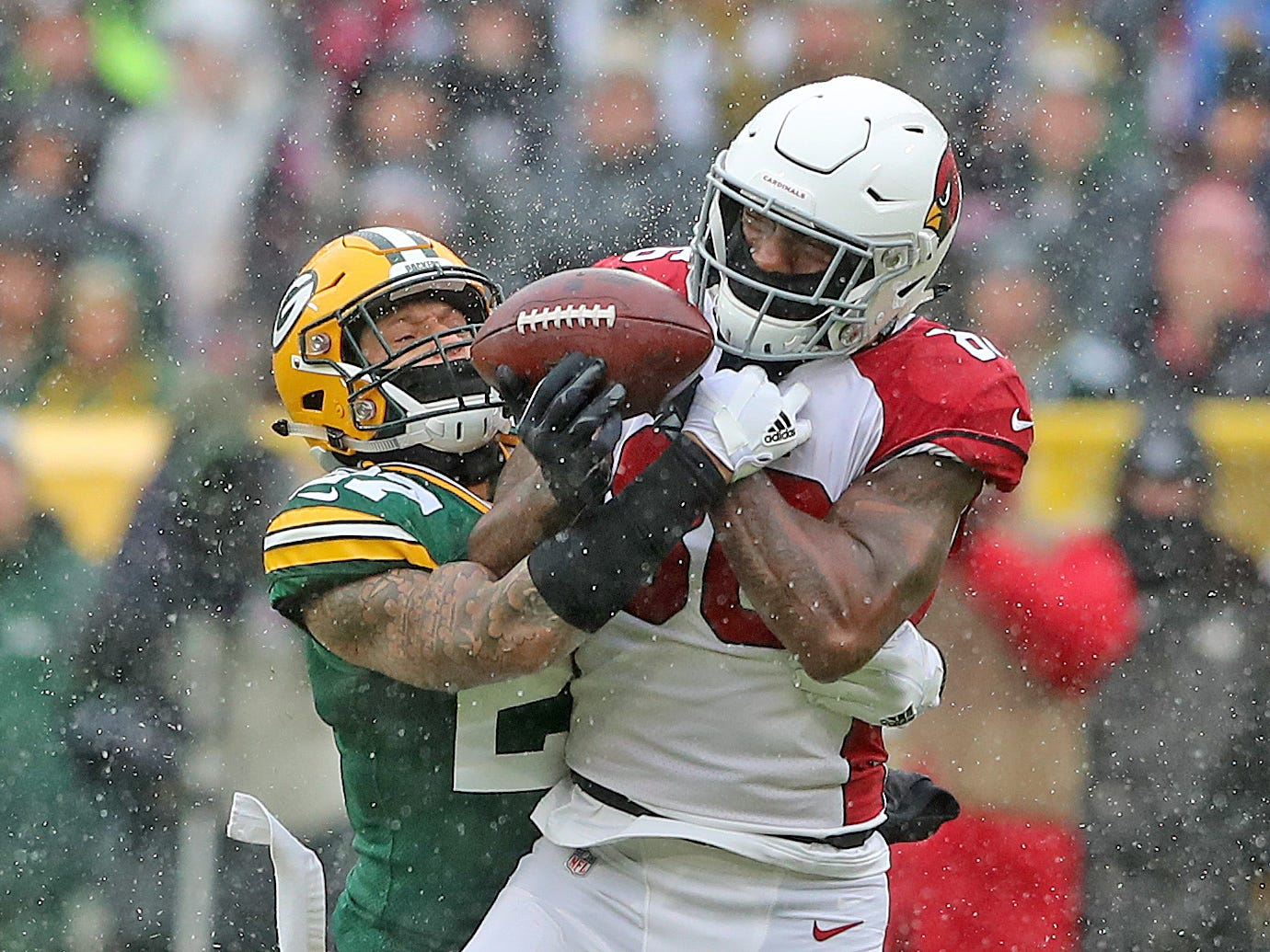 Green Bay Packers defensive back Josh Jones (27) defends a pass to tight end Ricky Seals-Jones (86)  against the Arizona Cardinals Sunday, December 2, 2018 at Lambeau Field in Green Bay, Wis. Jim Matthews/USA TODAY NETWORK-Wis