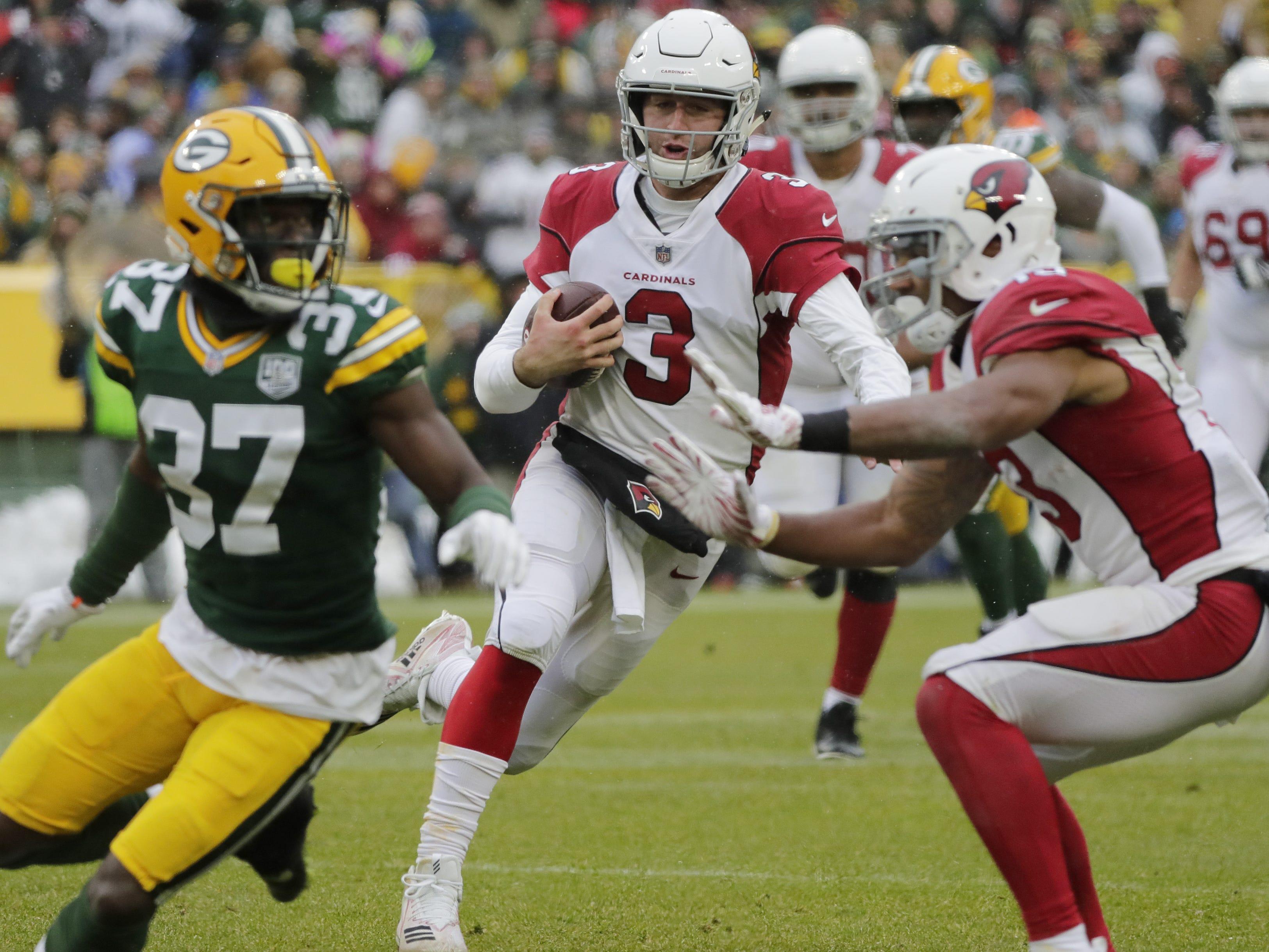 Arizona Cardinals quarterback Josh Rosen (3) scrambles in the third quarter against the Green Bay Packers at Lambeau Field on Sunday, December 2, 2018 in Green Bay, Wis.