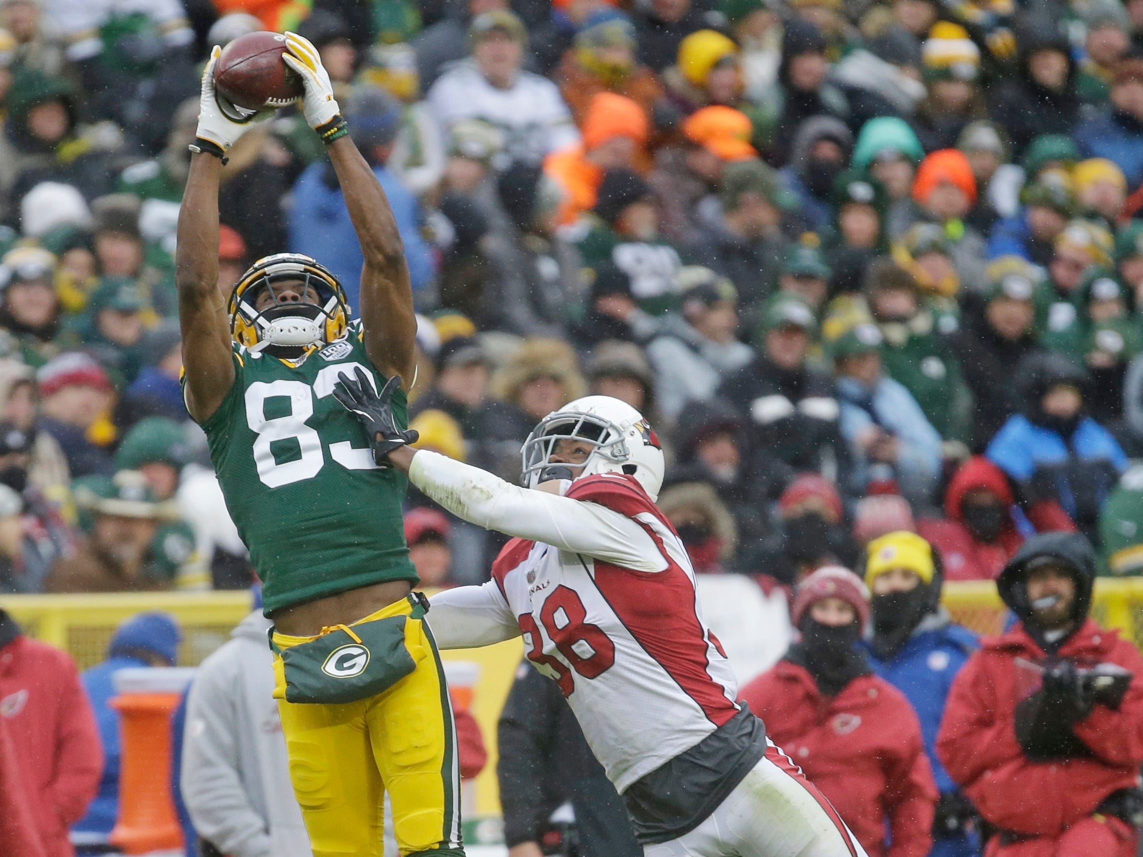 Green Bay Packers wide receiver Marquez Valdes-Scantling jumps to make a catch while being covered by Arizona Cardinals defensive back David Amerson during the second half of an NFL football game Sunday, Dec. 2, 2018, in Green Bay, Wis. (AP Photo/Mike Roemer)