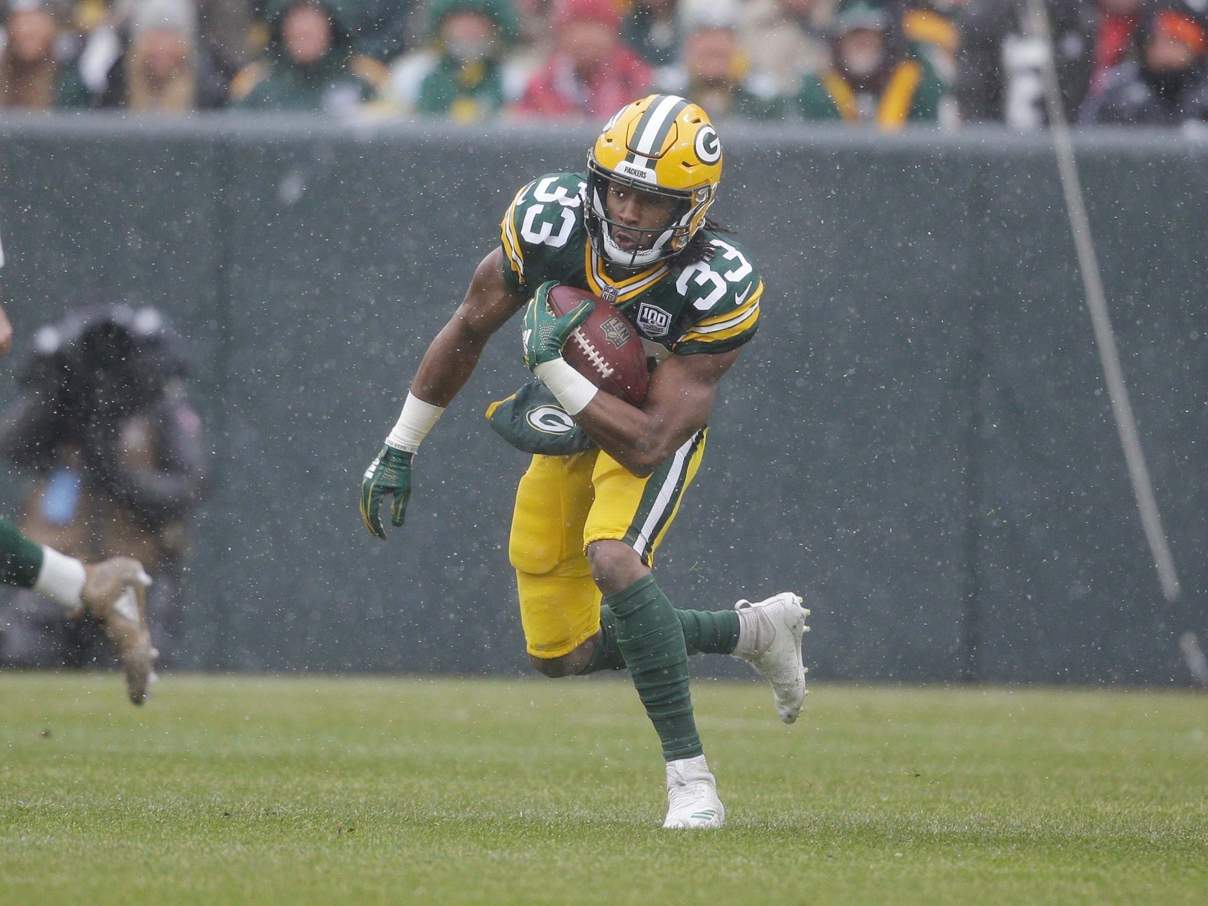 Green Bay Packers running back Aaron Jones rushes during the first half of an NFL football game against the Arizona Cardinals Sunday, Dec. 2, 2018, in Green Bay, Wis. (AP Photo/Jeffrey Phelps)
