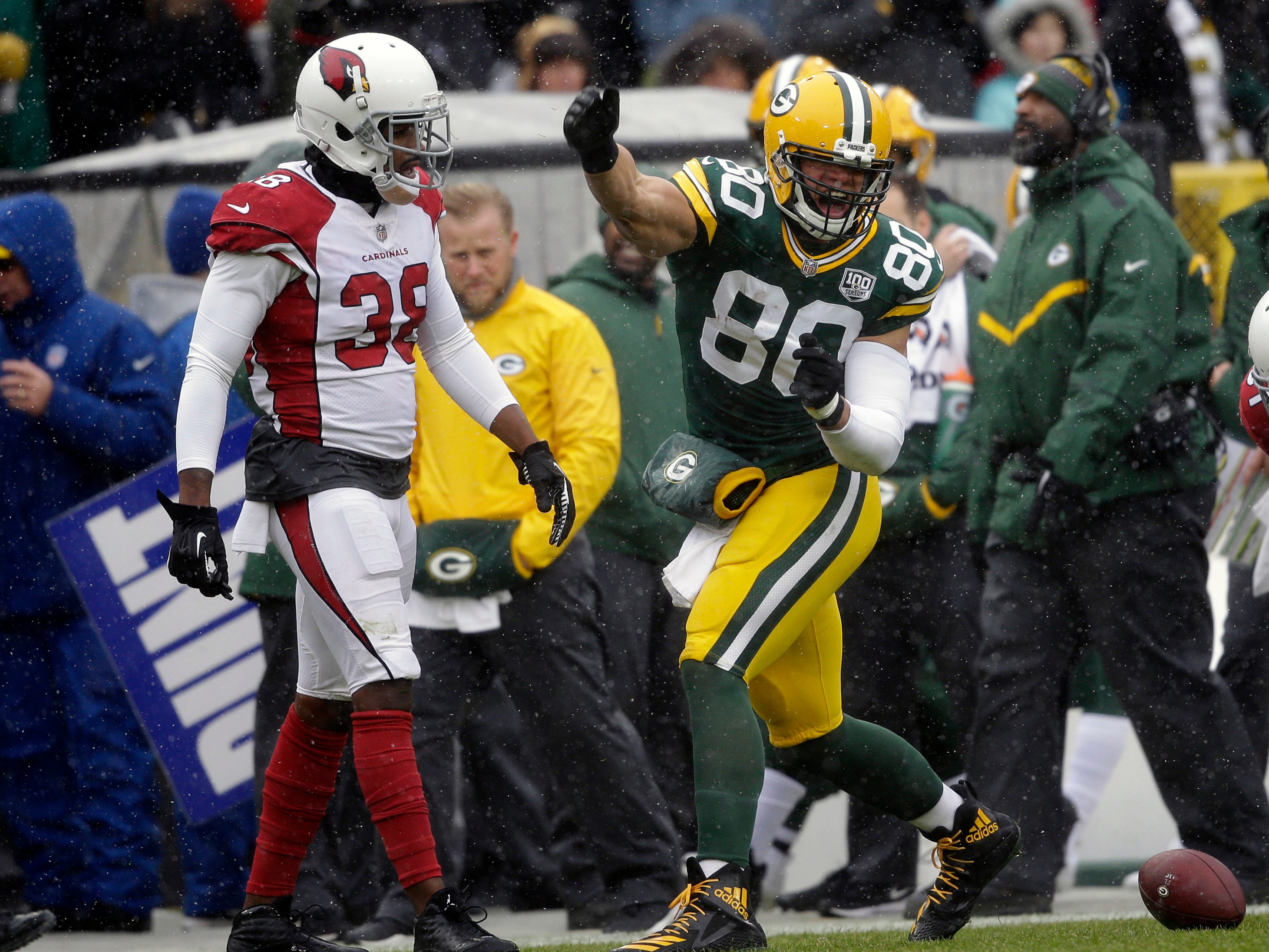 Green Bay Packers tight end Jimmy Graham (80) signals first down after making a catch while being covered by Arizona Cardinals defensive back David Amerson (38) during the first half of an NFL football game Sunday, Dec. 2, 2018, in Green Bay, Wis. (AP Photo/Jeffrey Phelps)
