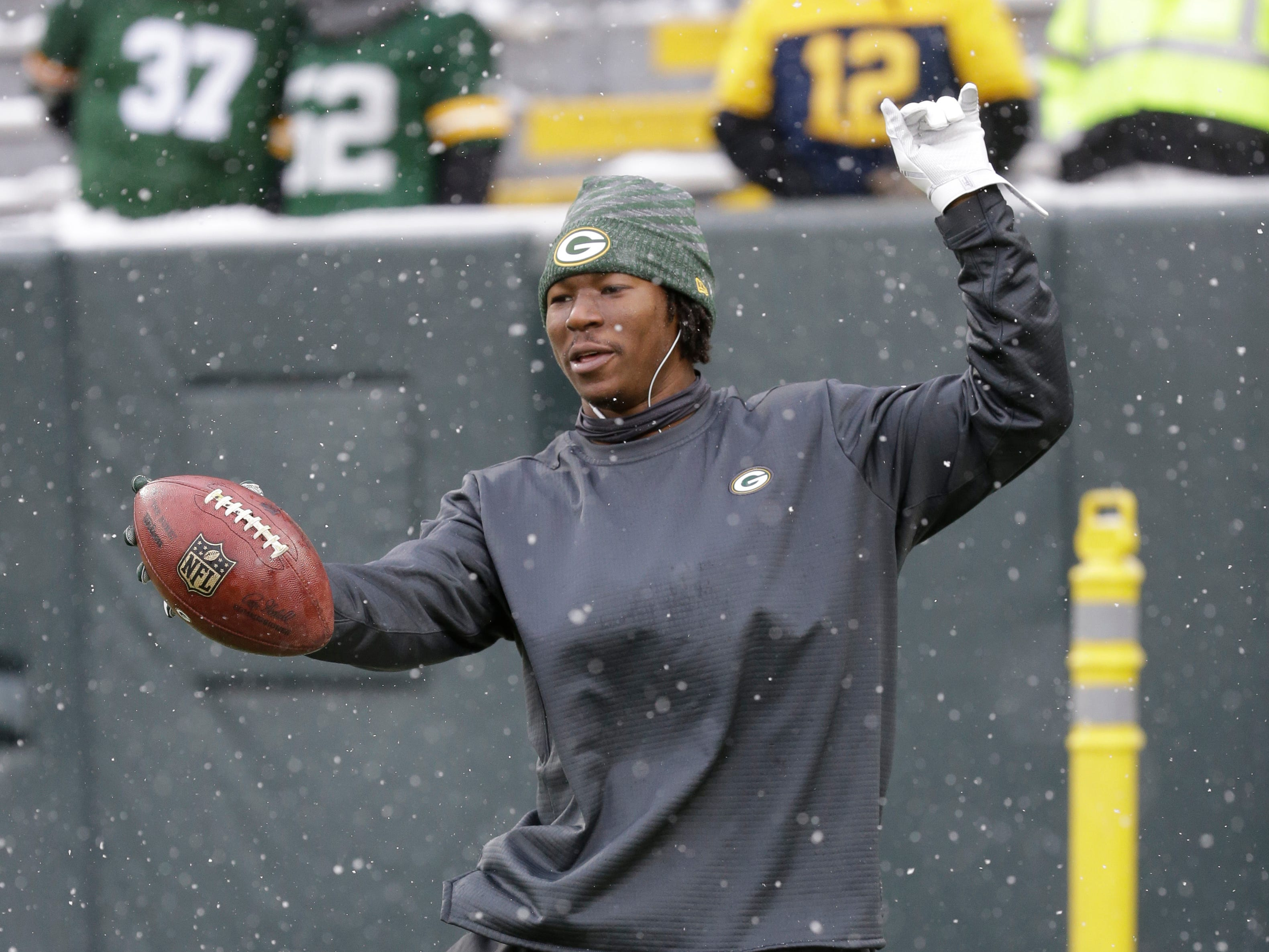 Green Bay Packers running back Jamaal Williams warms up before an NFL football game between the Green Bay Packers and the Arizona Cardinals Sunday, Dec. 2, 2018, in Green Bay, Wis. (AP Photo/Mike Roemer)