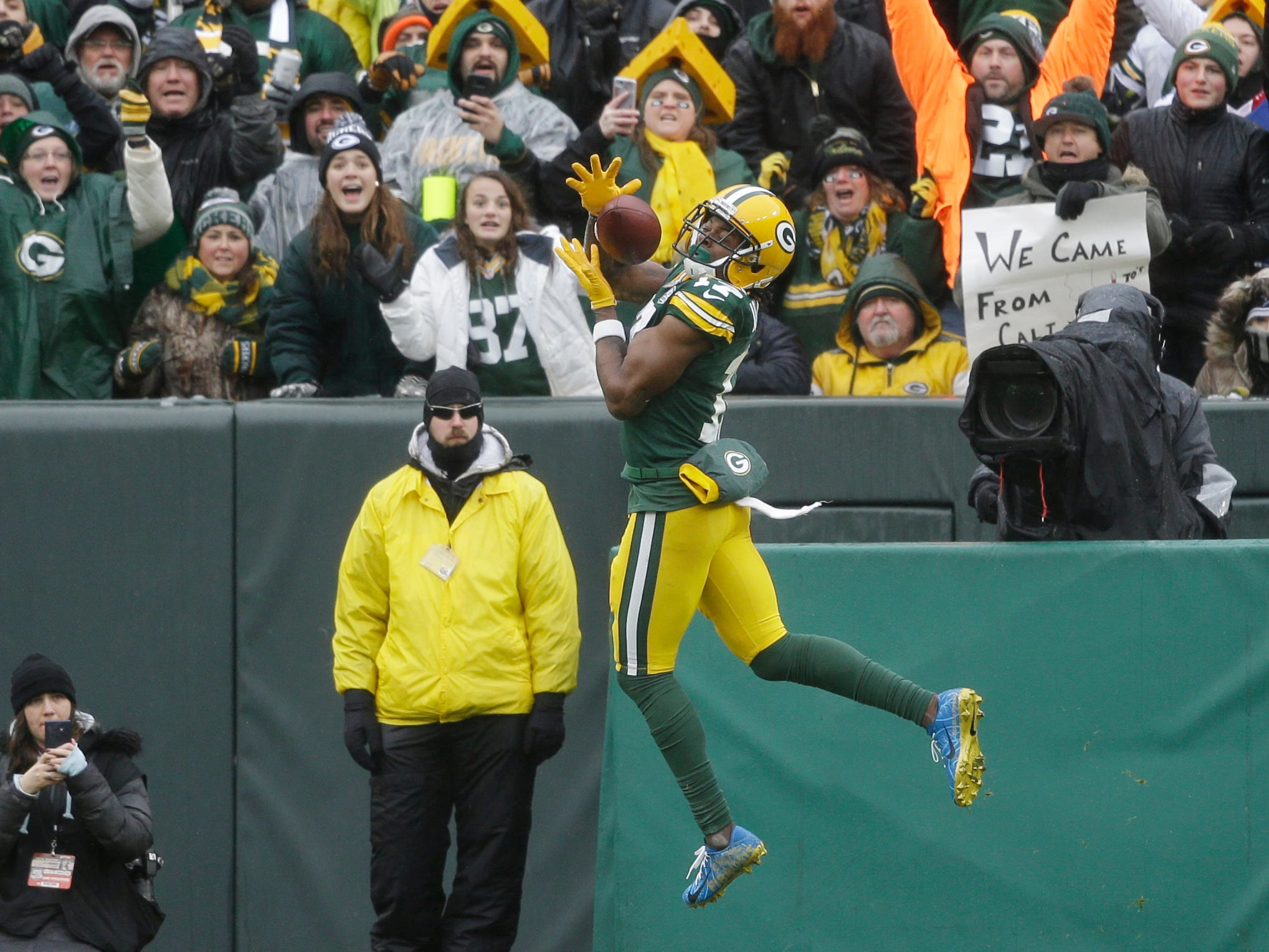 Green Bay Packers wide receiver Davante Adams makes a catch for a touchdown during the first half of an NFL football game against the Arizona Cardinals, Sunday, Dec. 2, 2018, in Green Bay, Wis. (AP Photo/Jeffrey Phelps)