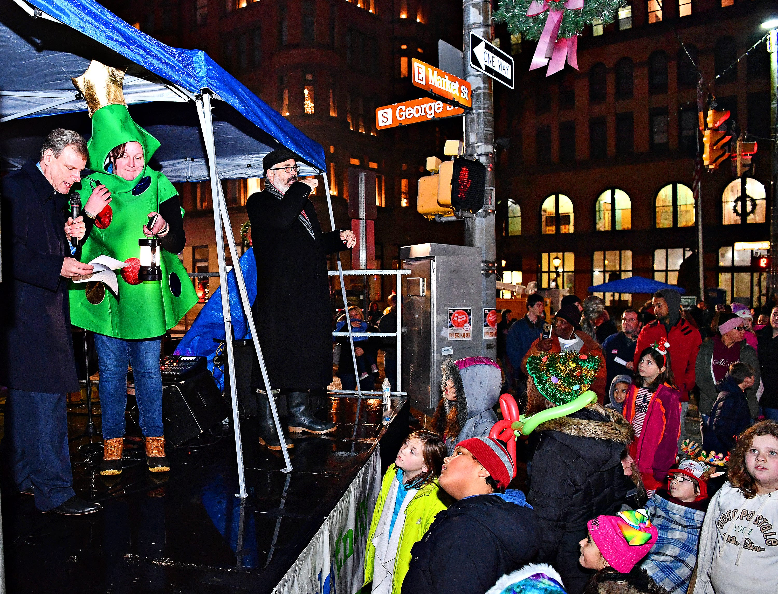 Mayor Michael Helfrich during Light Up York in York City, Saturday, Dec. 1, 2018. Dawn J. Sagert photo