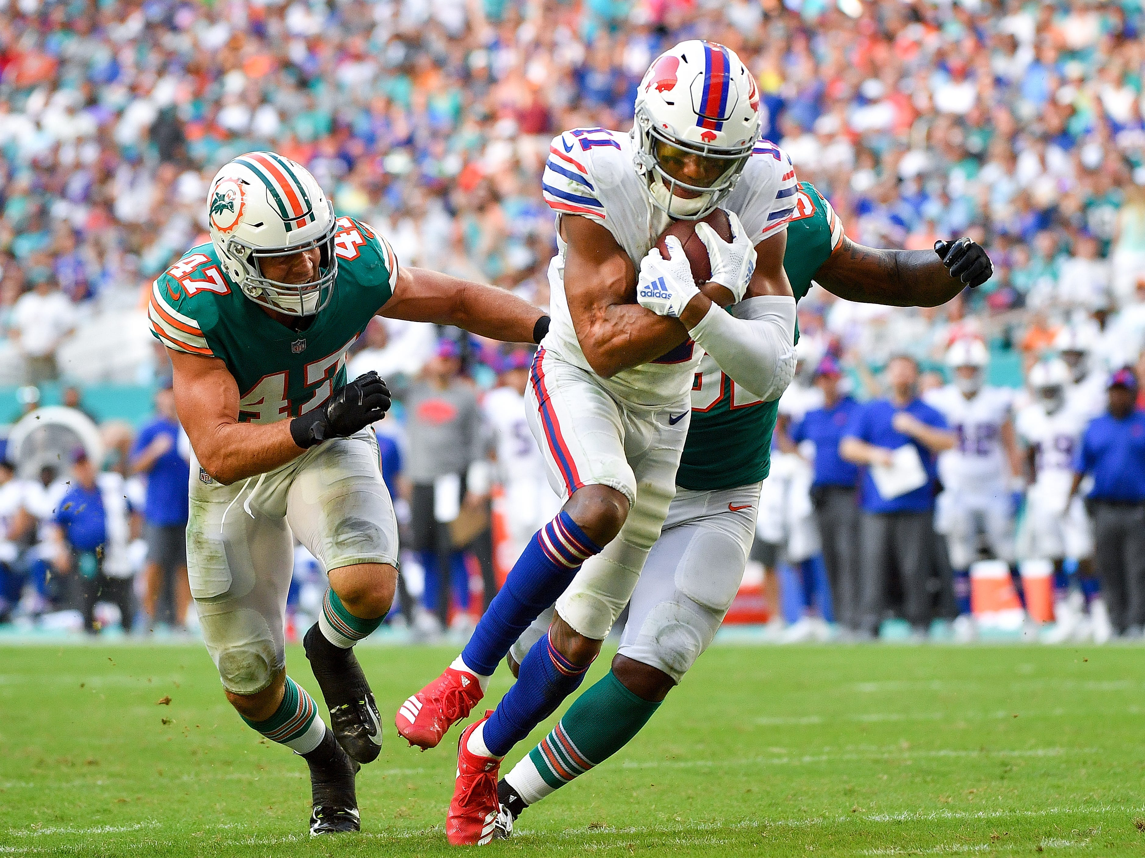 MIAMI, FL - DECEMBER 02: Zay Jones #11 of the Buffalo Bills makes the catch for a touchdown during the fourth quarter against the Miami Dolphins at Hard Rock Stadium on December 2, 2018 in Miami, Florida. (Photo by Mark Brown/Getty Images)