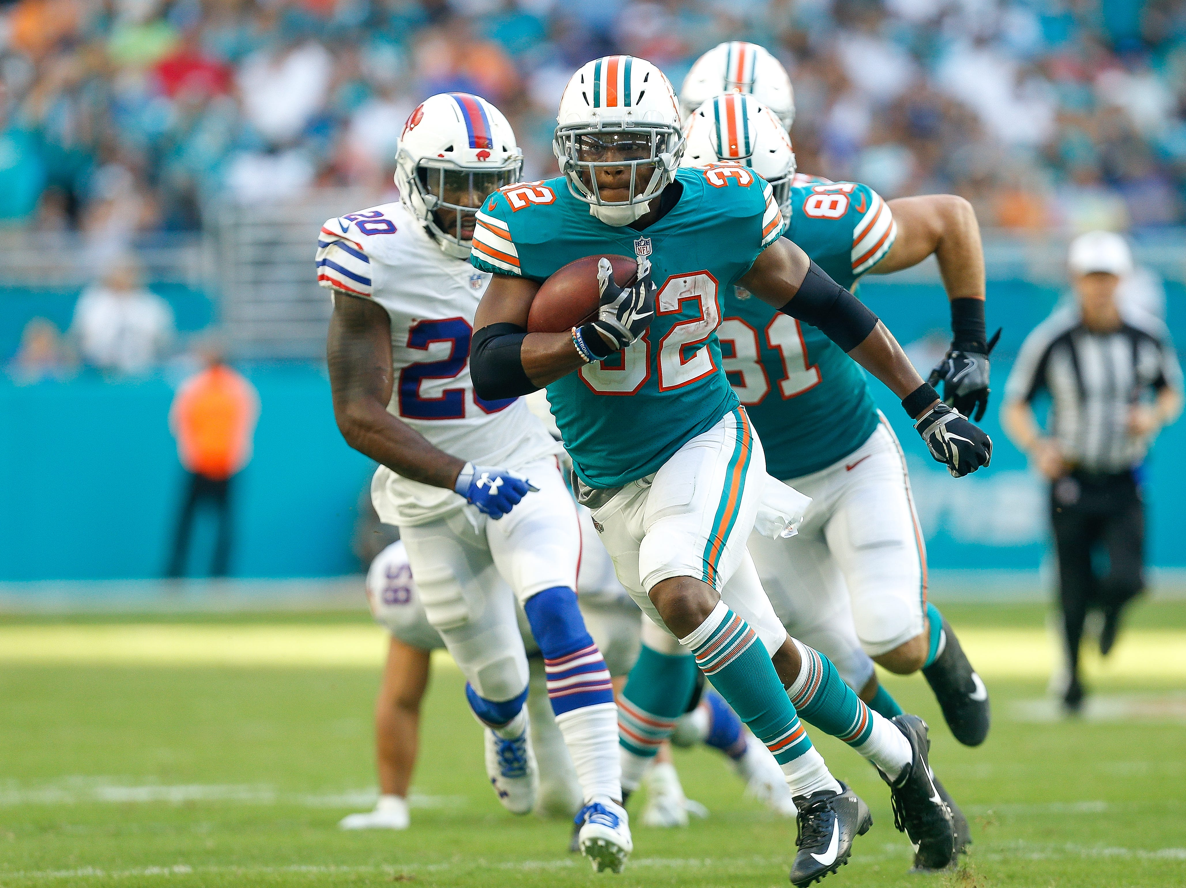 MIAMI, FL - DECEMBER 02:  Kenyan Drake #32 of the Miami Dolphins runs with the ball against the Buffalo Bills during the first half at Hard Rock Stadium on December 2, 2018 in Miami, Florida.  (Photo by Michael Reaves/Getty Images)