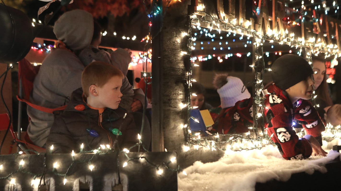 Going to the Redding Christmas parade? Where to park in downtown and get the best views