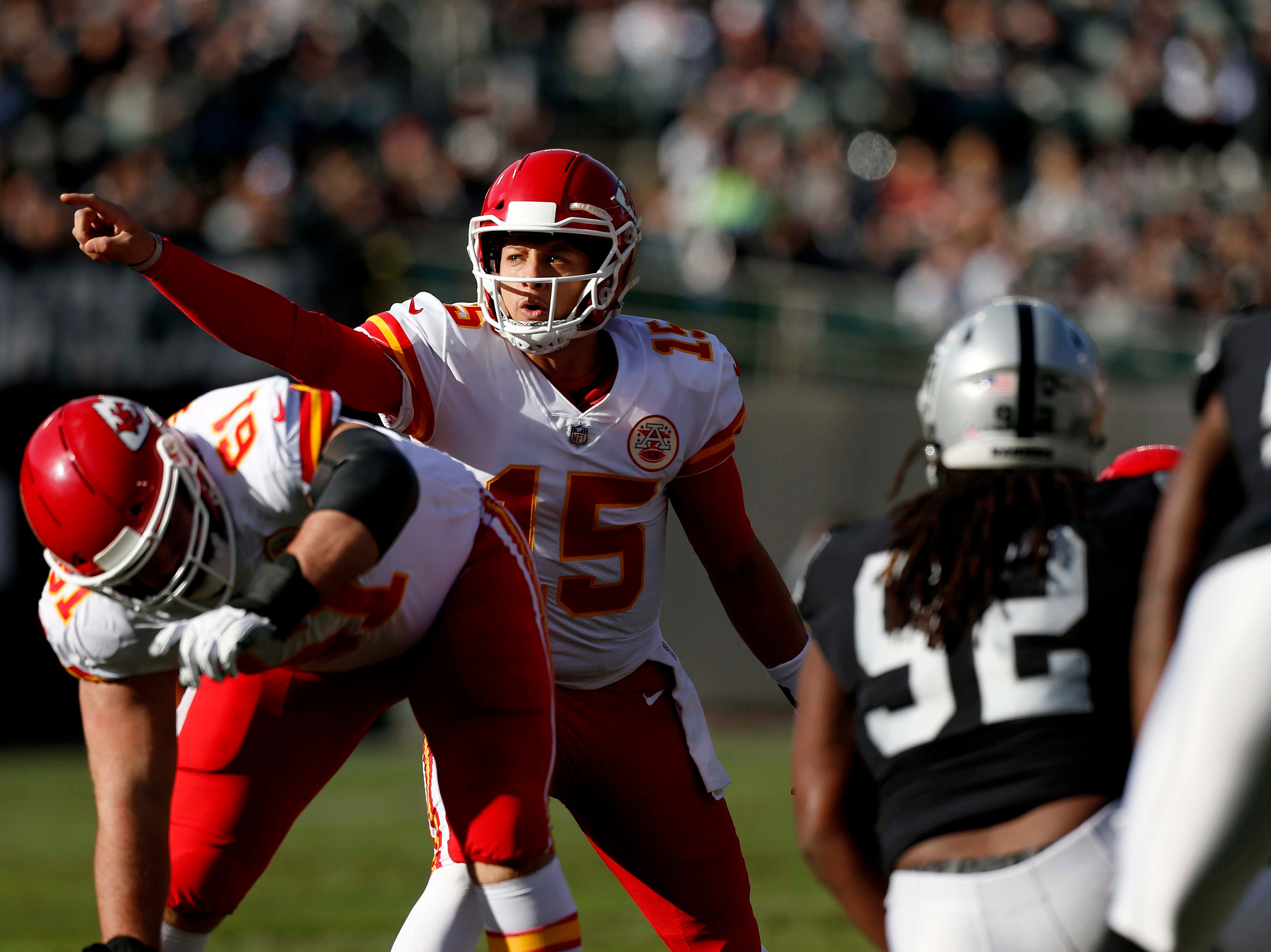 Chiefs quarterback Patrick Mahomes directs his team before taking a snap against the Raiders.