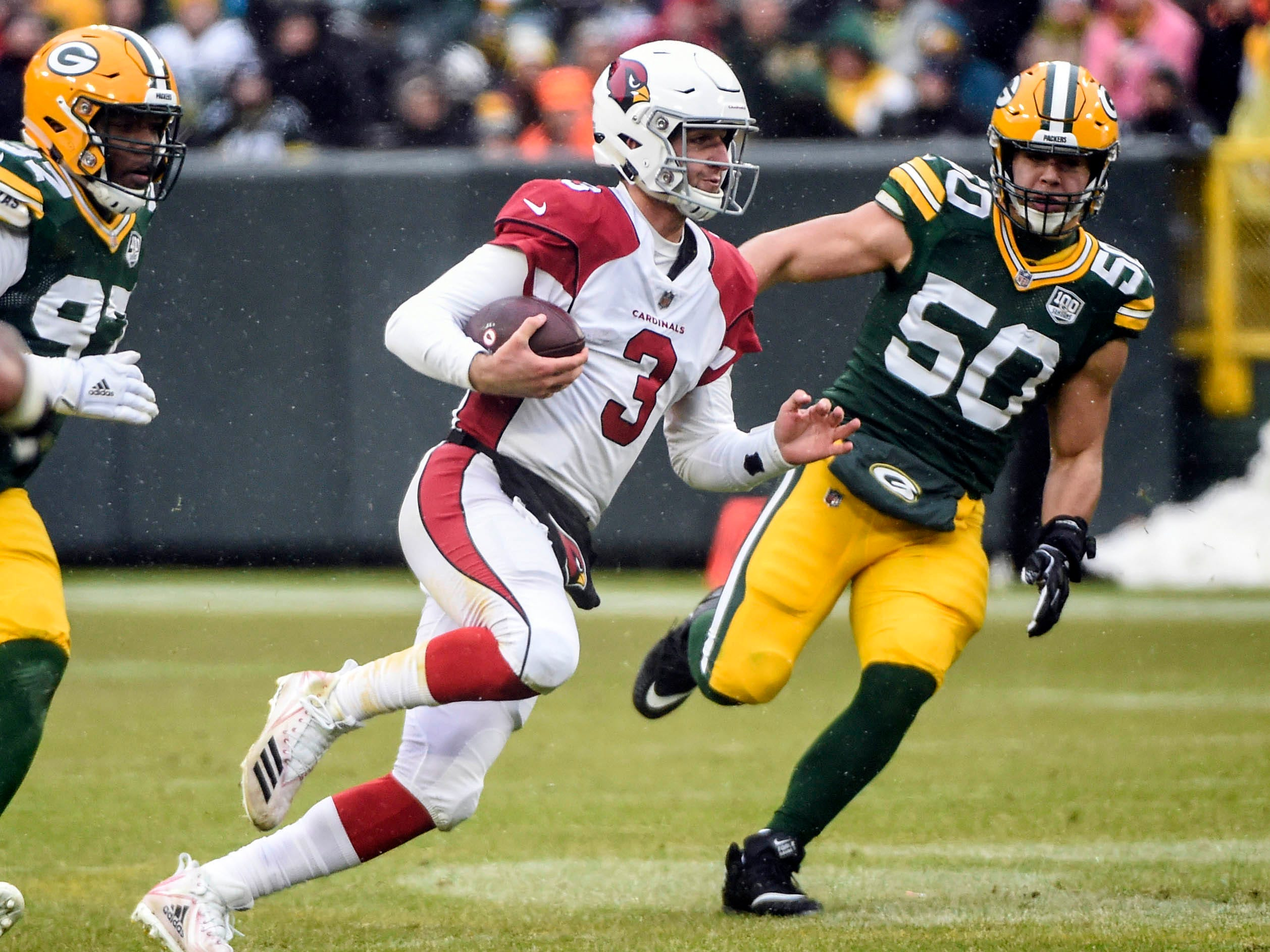 Arizona Cardinals quarterback Josh Rosen (3) scrambles past Green Bay Packers linebacker Blake Martinez (50) for a first down in the third quarter at Lambeau Field.