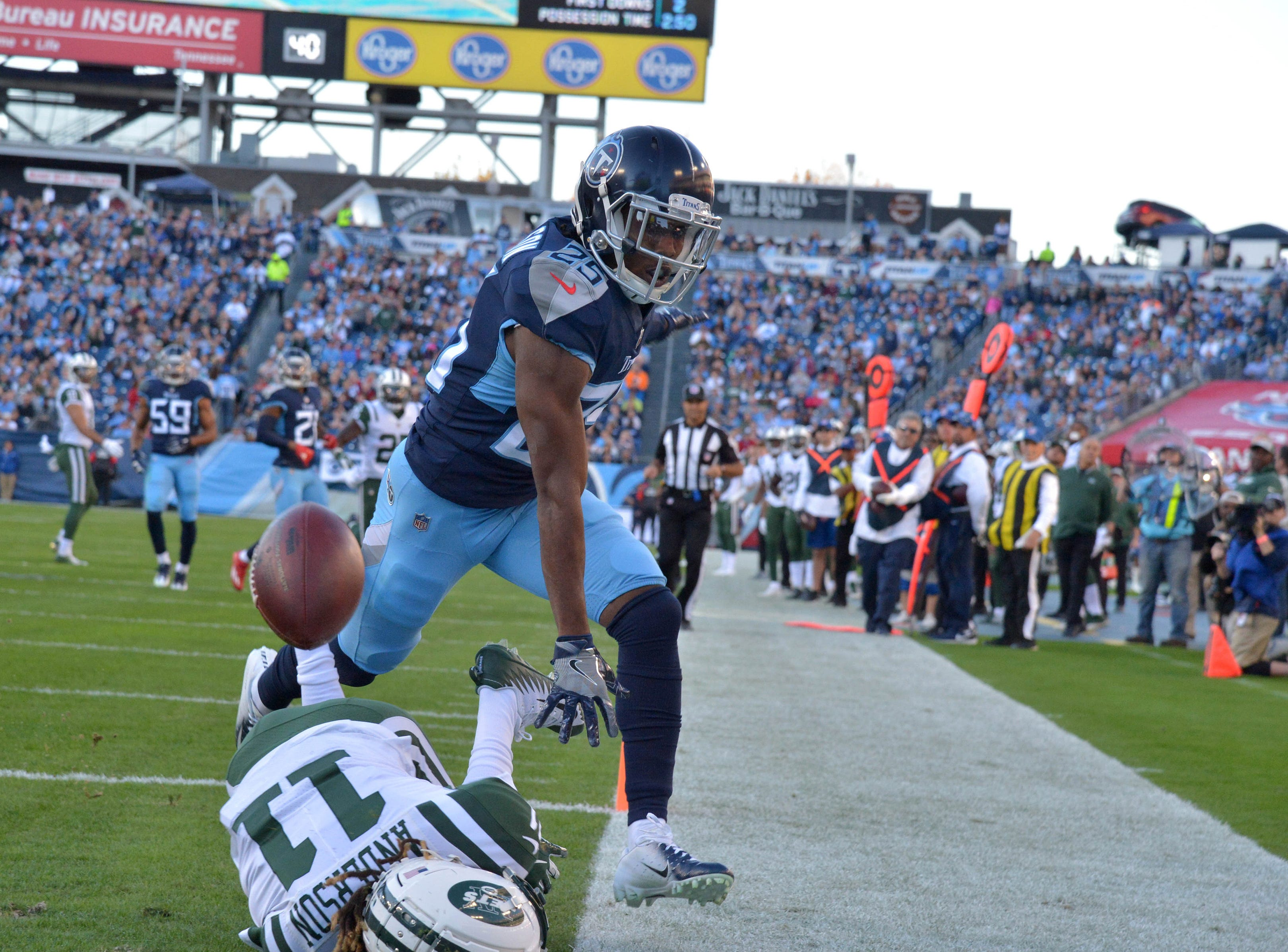 Titans cornerback Adoree' Jackson (25) breaks up a pass intended for New York Jets wide receiver Robby Anderson.