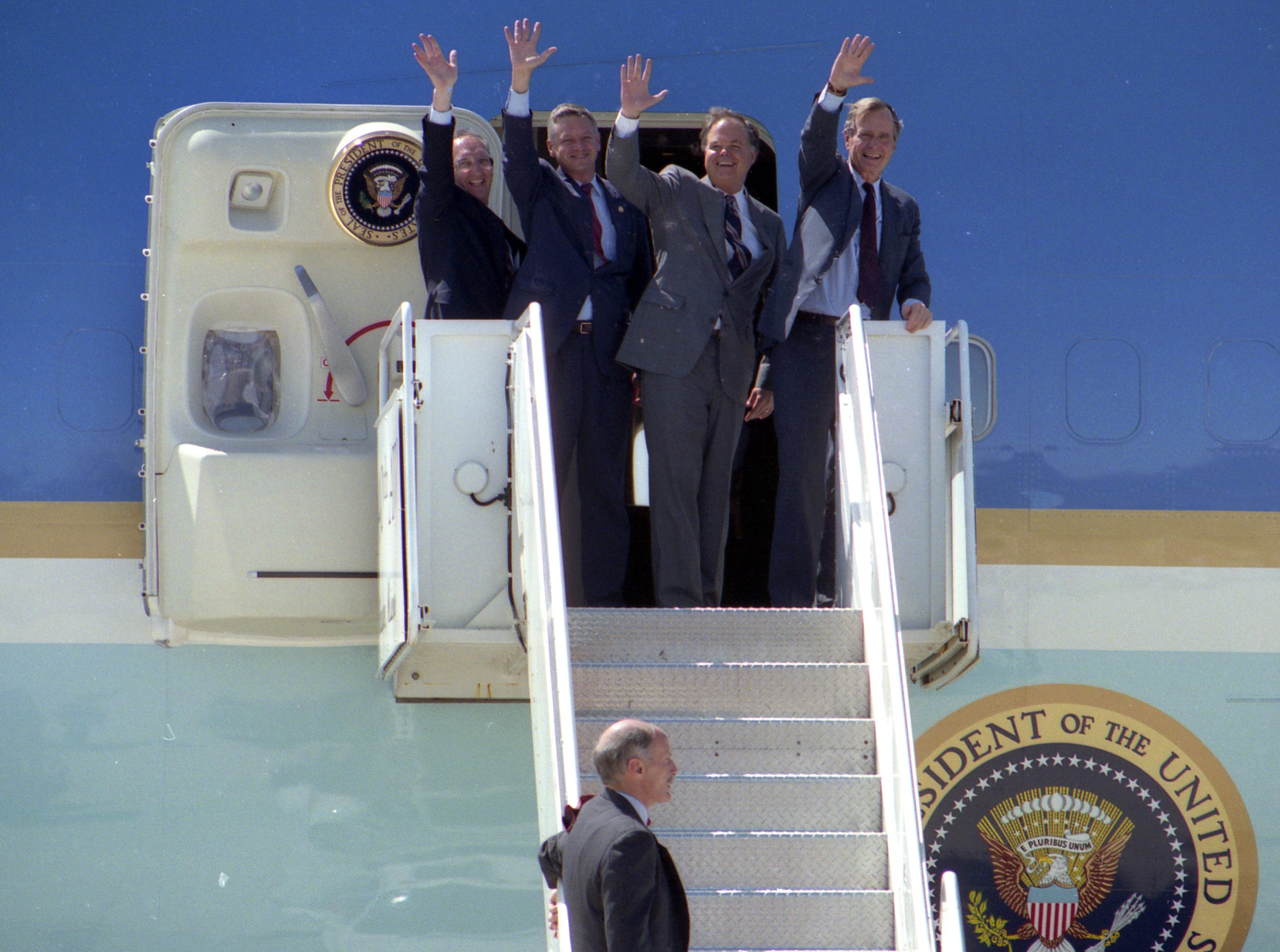 July 27, 1992. From left, Congressmen Toby Roth and Tom Petri, Sen. Bob Kasten and President George H. W. Bush on board Air Force One. Post-Crescent photo by Craig Fritz