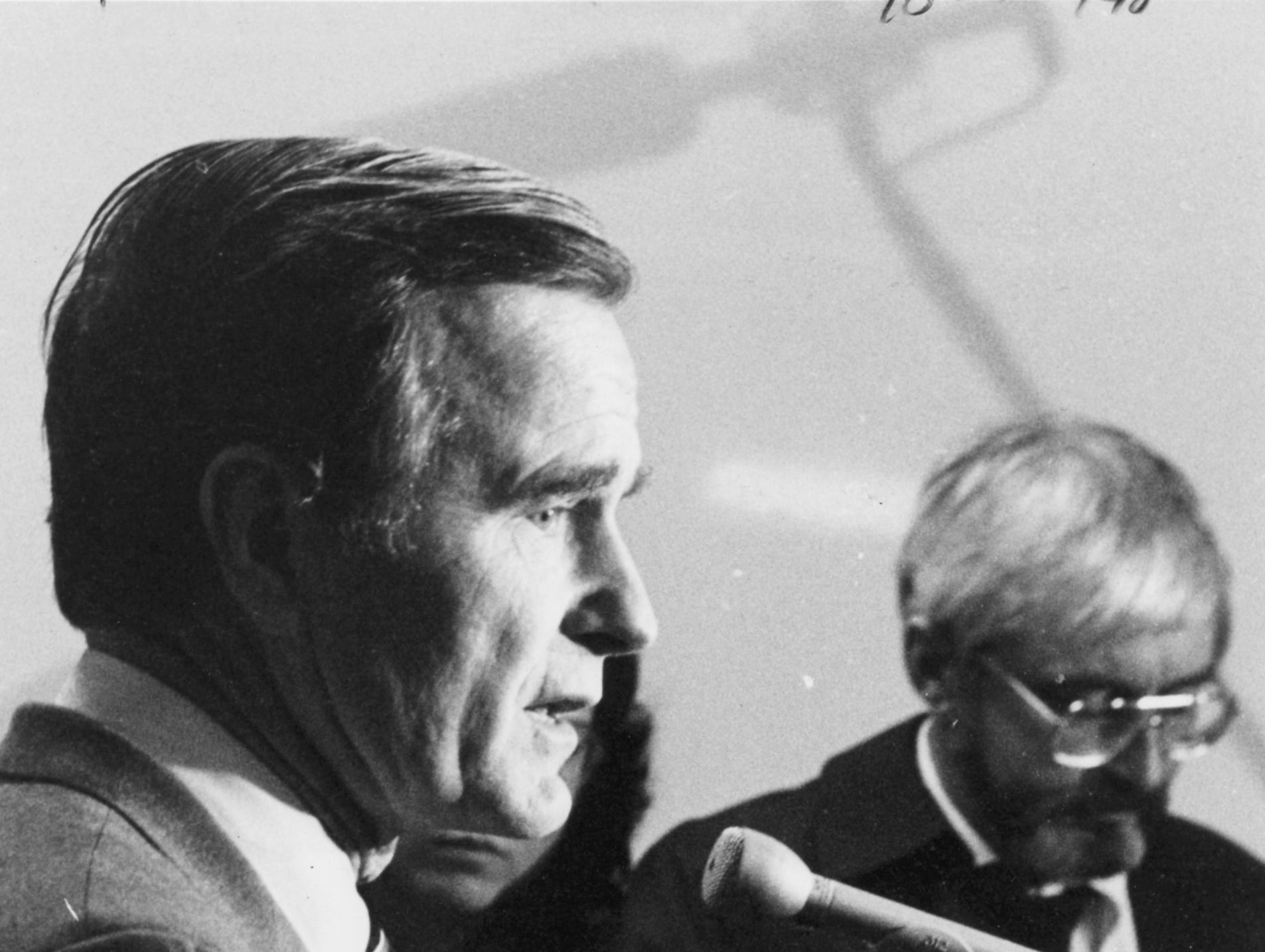Oct. 25, 1980. Republican vice presidential candidate George H. W. Bush at a Town of Grand Chute restaurant. Post-Crescent photo.