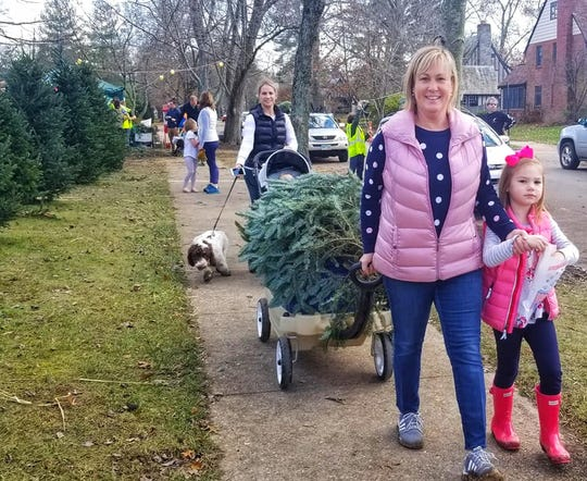Mariemont families find a way to get their Christmas trees home.
