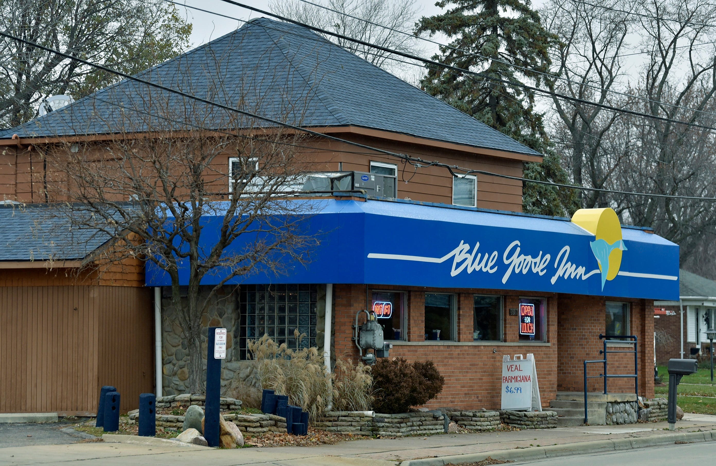 Dining Review: Blue Goose Inn has social vibe, welcoming menu